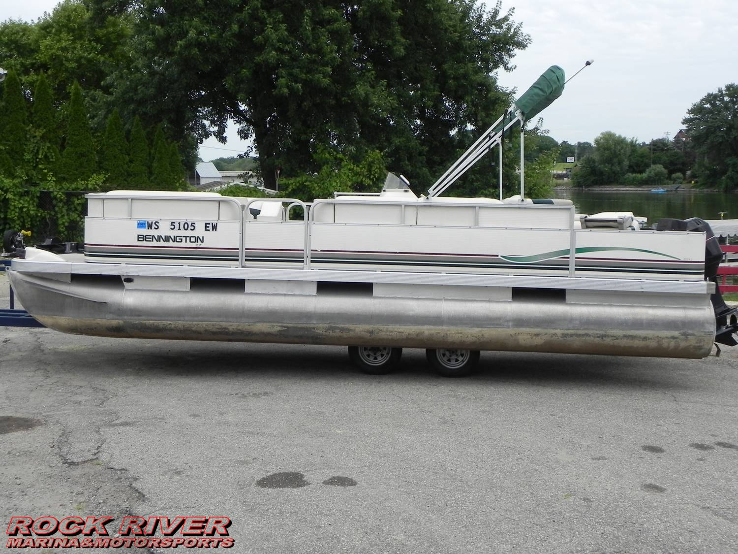 2000 Bennington Boats 220 FS in Edgerton, Wisconsin