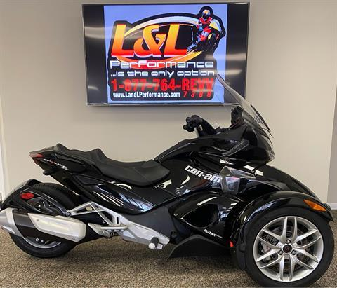 2013 Can-Am Spyder® ST-S SM5 in Cary, North Carolina