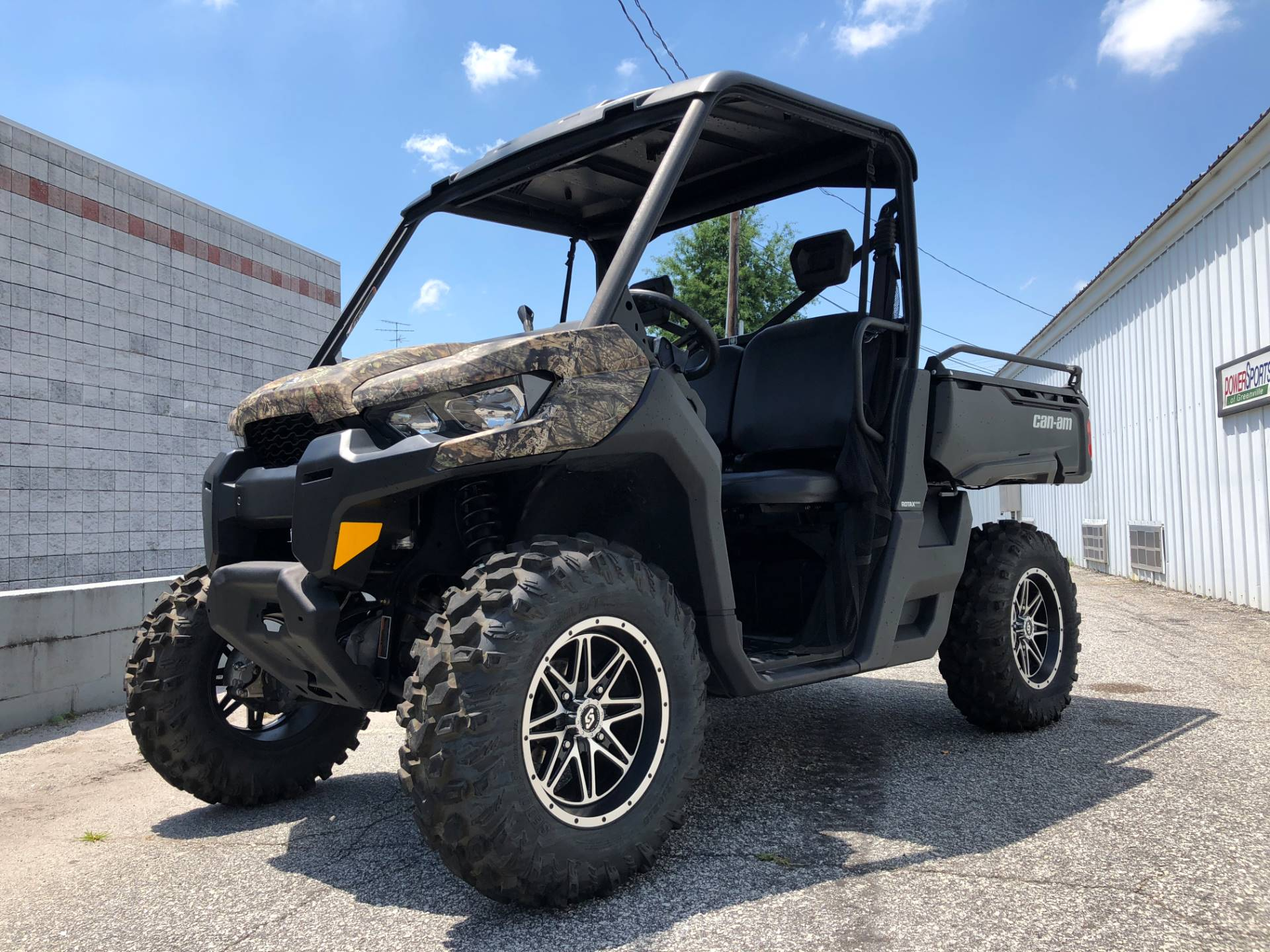 2016 Can-Am Defender DPS HD8 in Greenville, South Carolina