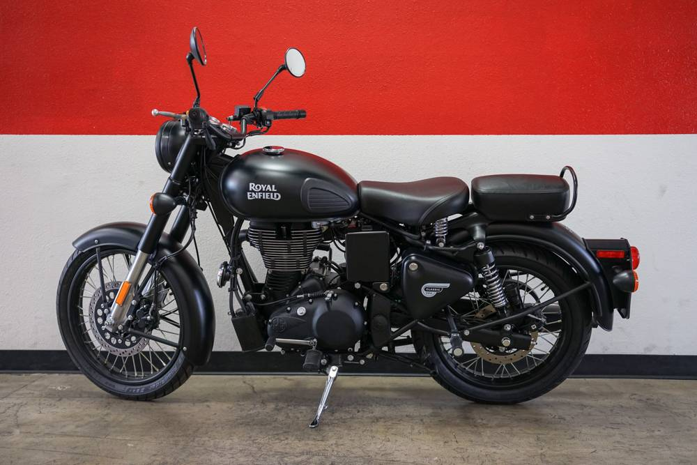 2018 Royal Enfield Classic Stealth Black ABS in Brea, California - Photo 11