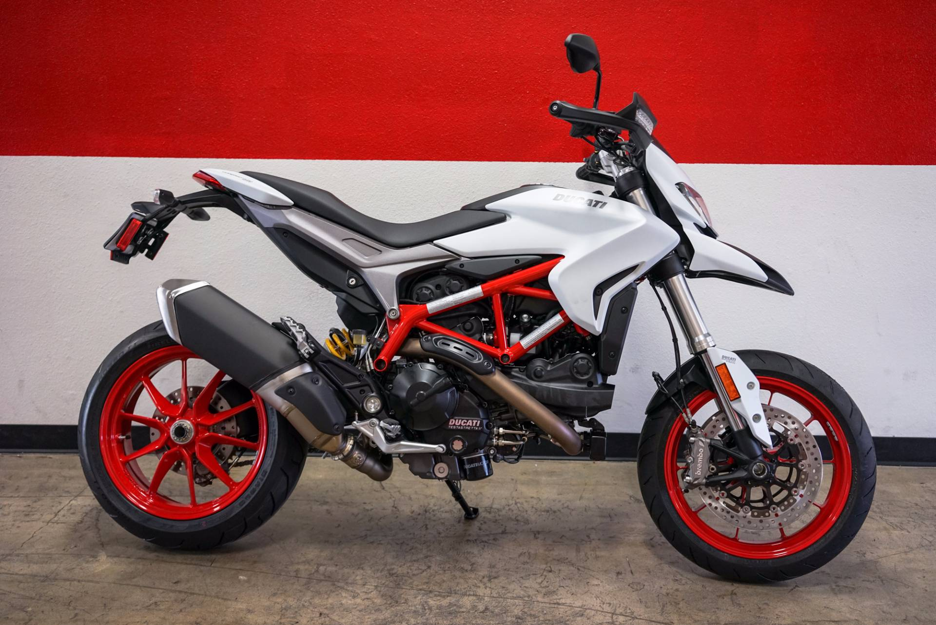 new 2018 ducati hypermotard 939 motorcycles in brea ca. Black Bedroom Furniture Sets. Home Design Ideas