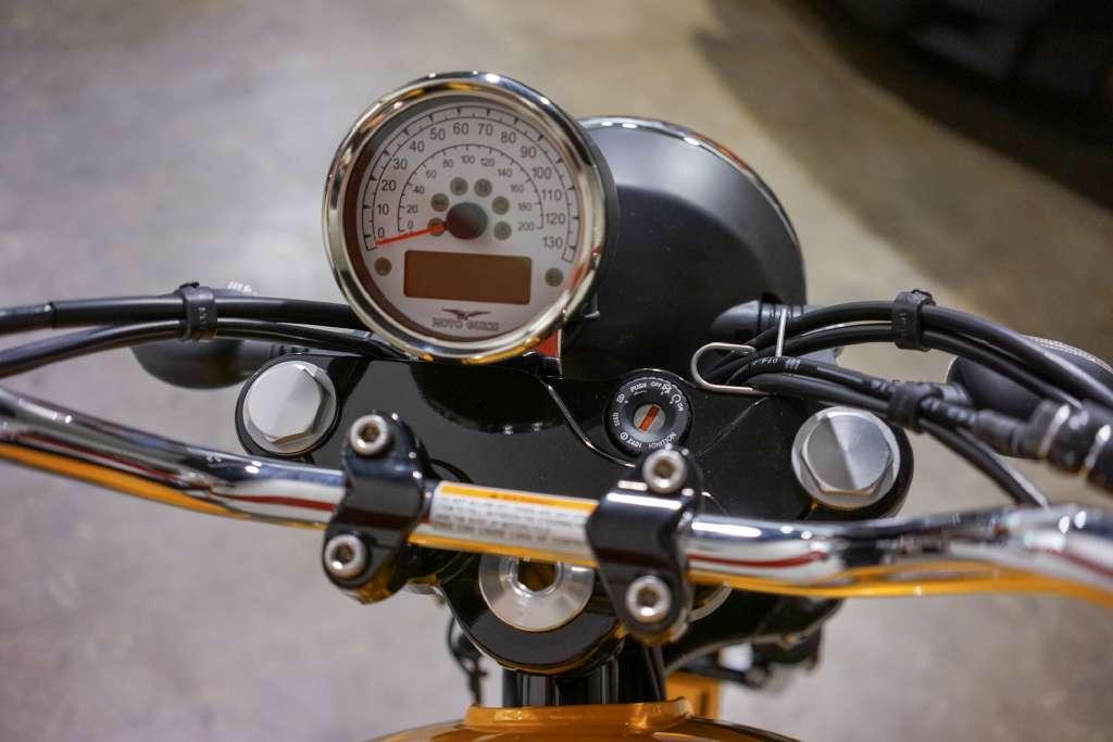 2017 Moto Guzzi V9 Roamer Giallo Solare in Brea, California