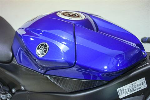 2015 Yamaha YZF-R6 in Brea, California - Photo 2