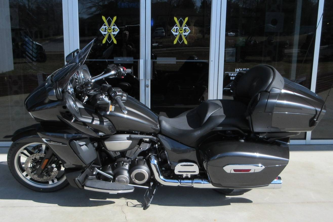 2018 Yamaha Star Venture with Transcontinental Option Package in Sumter, South Carolina - Photo 2