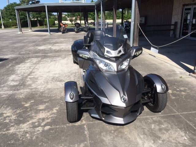 2012 Can-Am Spyder® RT Audio & Convenience SE5 in Kingwood, Texas - Photo 3