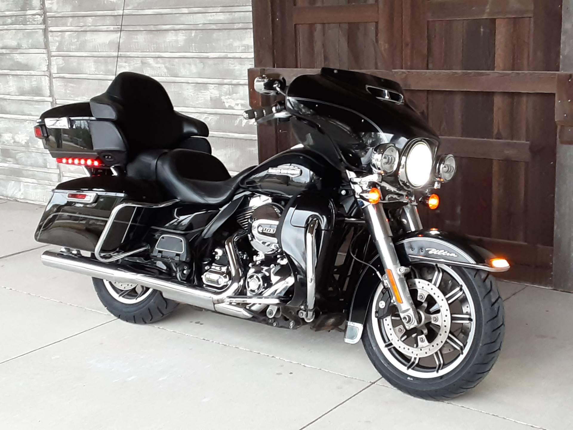 2015 Harley-Davidson Electra Glide® Ultra Classic® in Kingwood, Texas - Photo 2