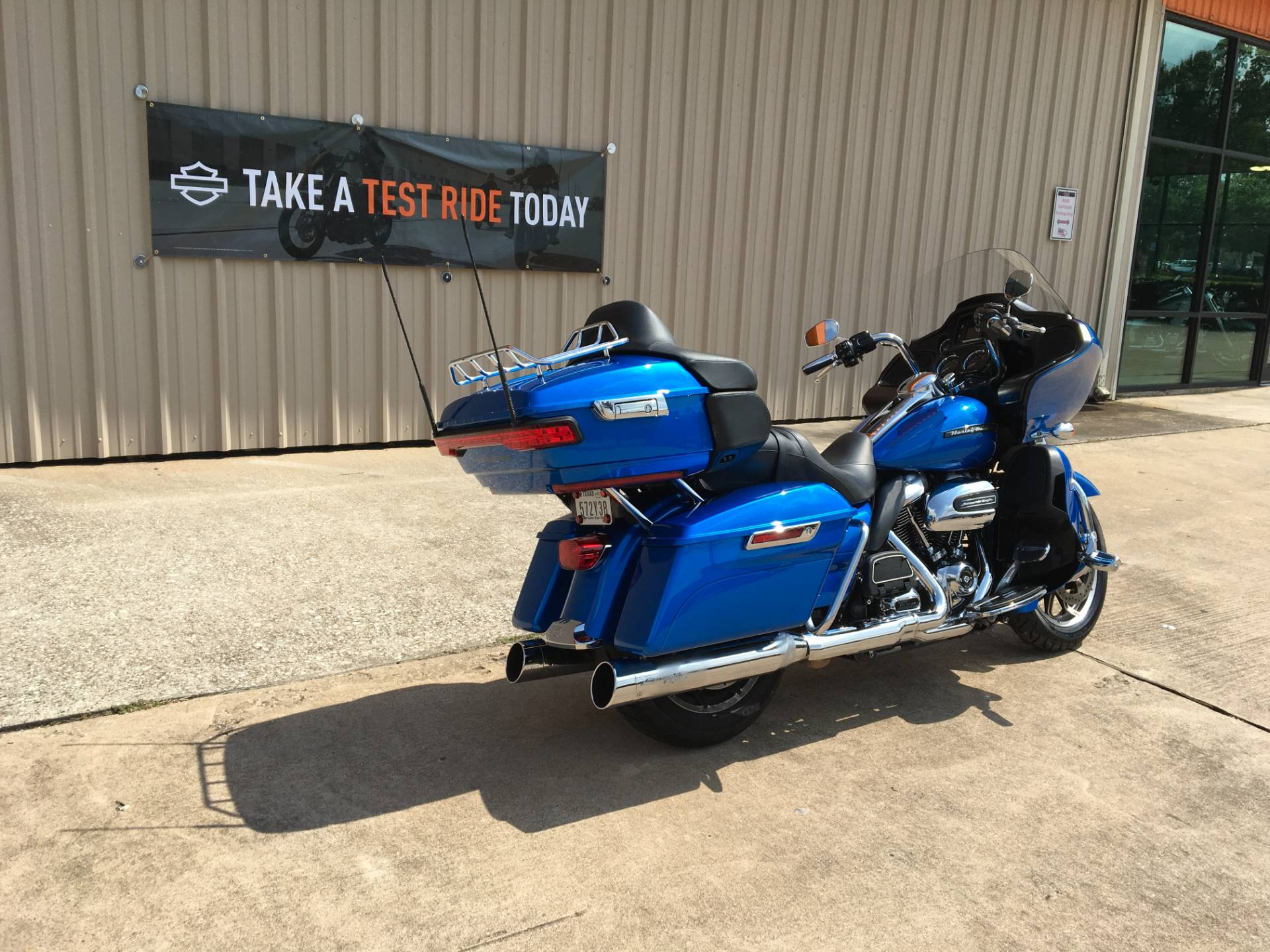 2018 Harley-Davidson Road Glide® Ultra in Conroe, Texas - Photo 8