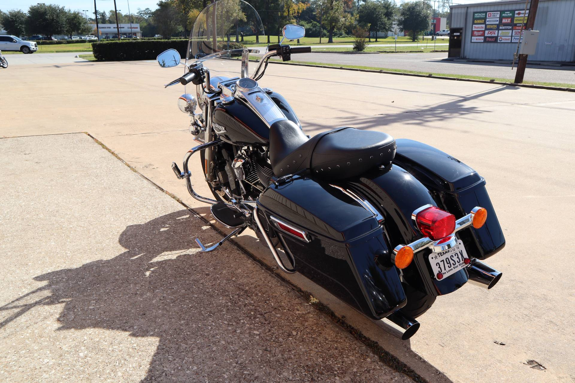 2017 Harley-Davidson Road King® in Conroe, Texas - Photo 4