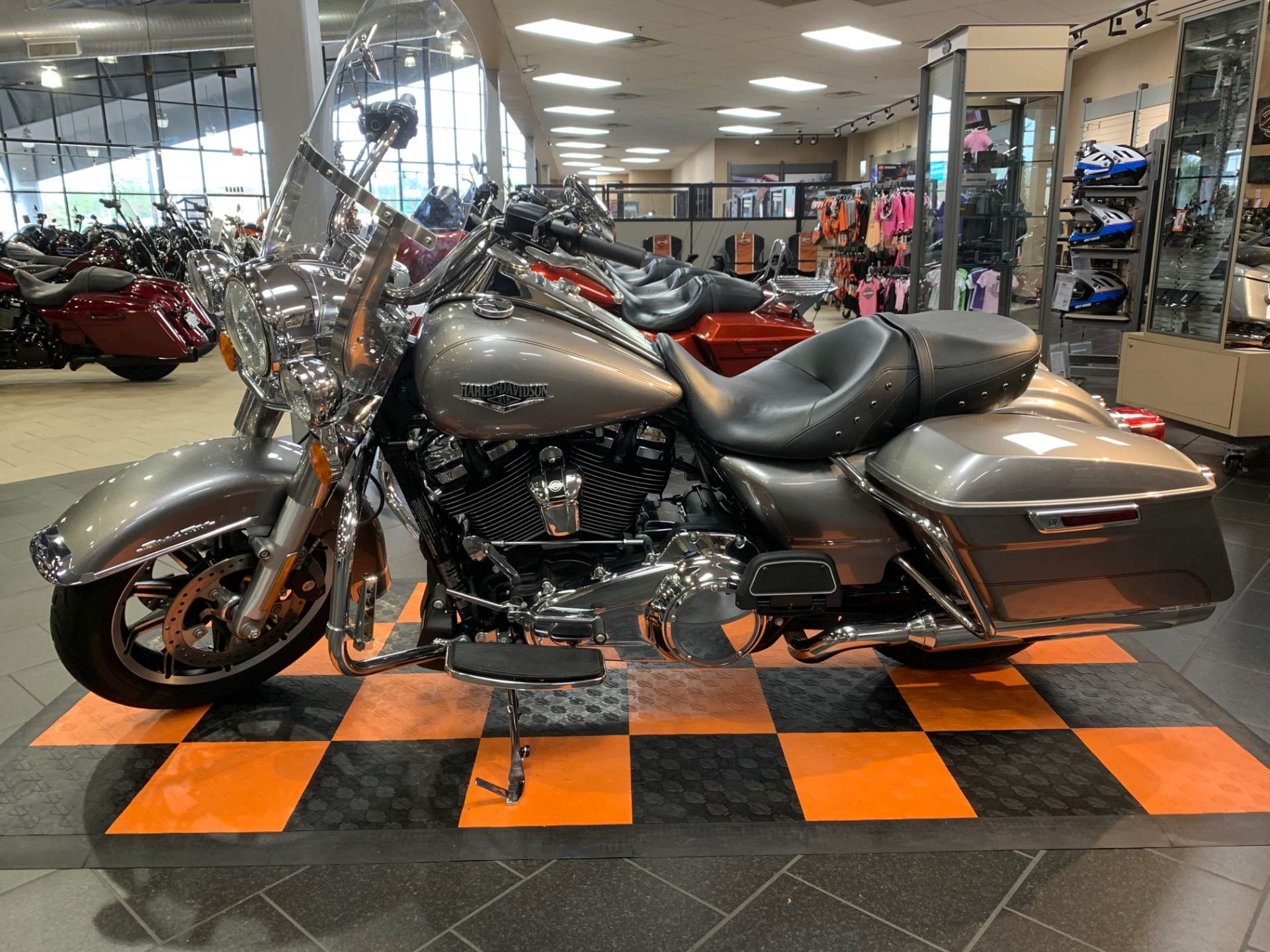 2017 Harley-Davidson Road King® in The Woodlands, Texas - Photo 3