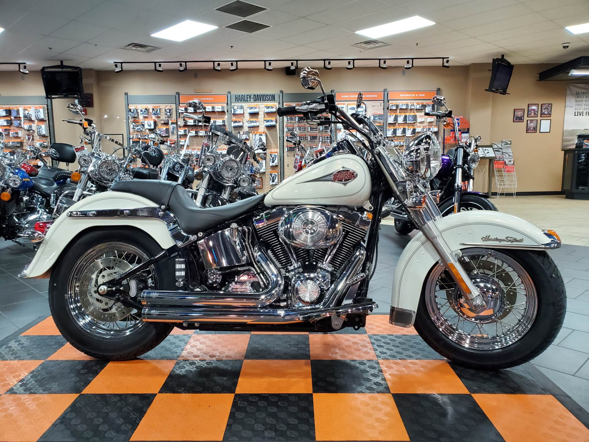 2001 Harley-Davidson FLSTC/FLSTCI Heritage Softail® Classic in The Woodlands, Texas - Photo 1