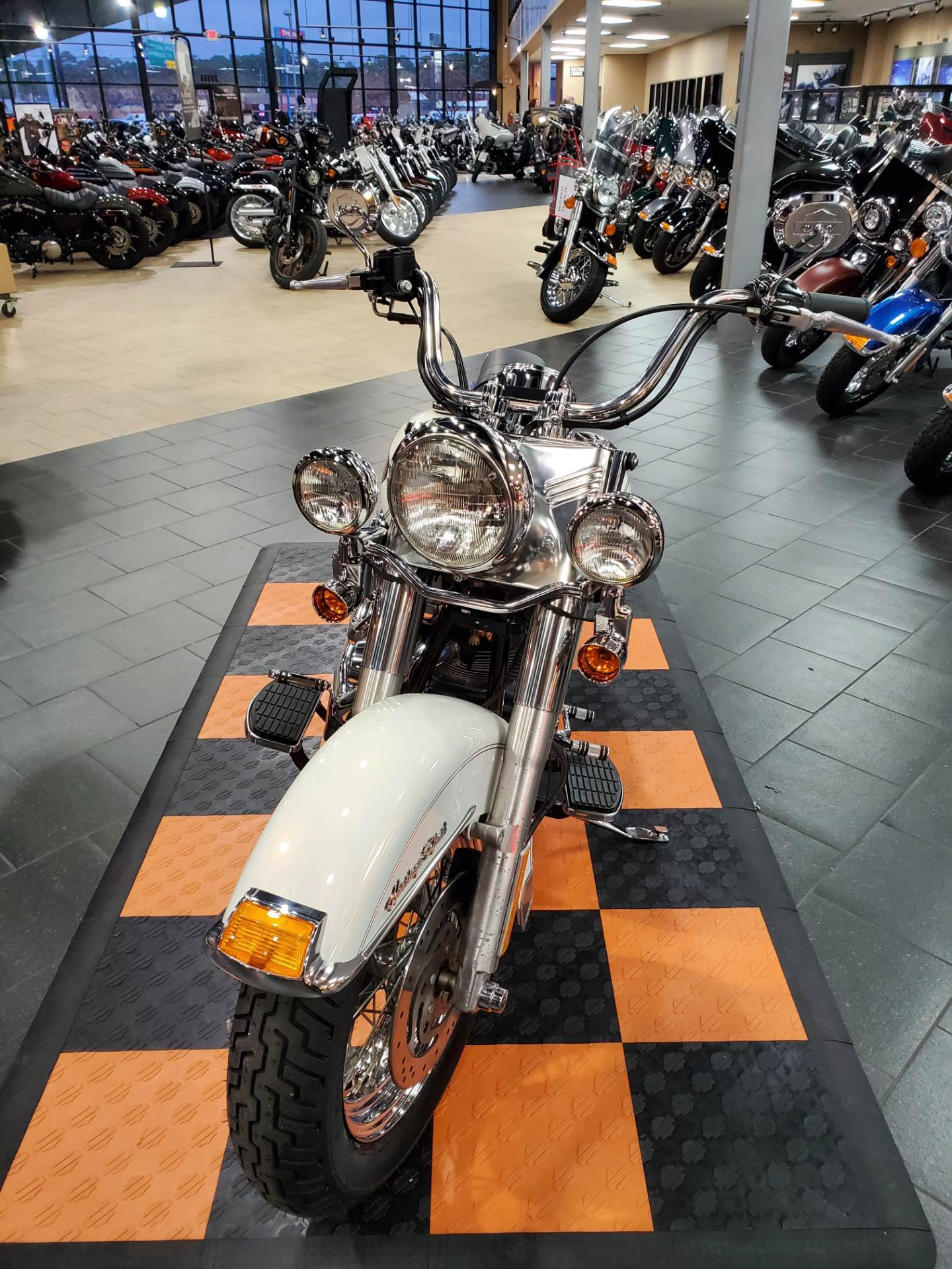 2001 Harley-Davidson FLSTC/FLSTCI Heritage Softail® Classic in The Woodlands, Texas - Photo 2