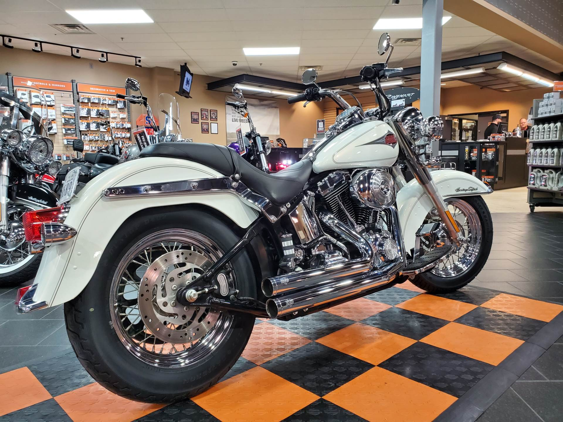 2001 Harley-Davidson FLSTC/FLSTCI Heritage Softail® Classic in The Woodlands, Texas - Photo 5