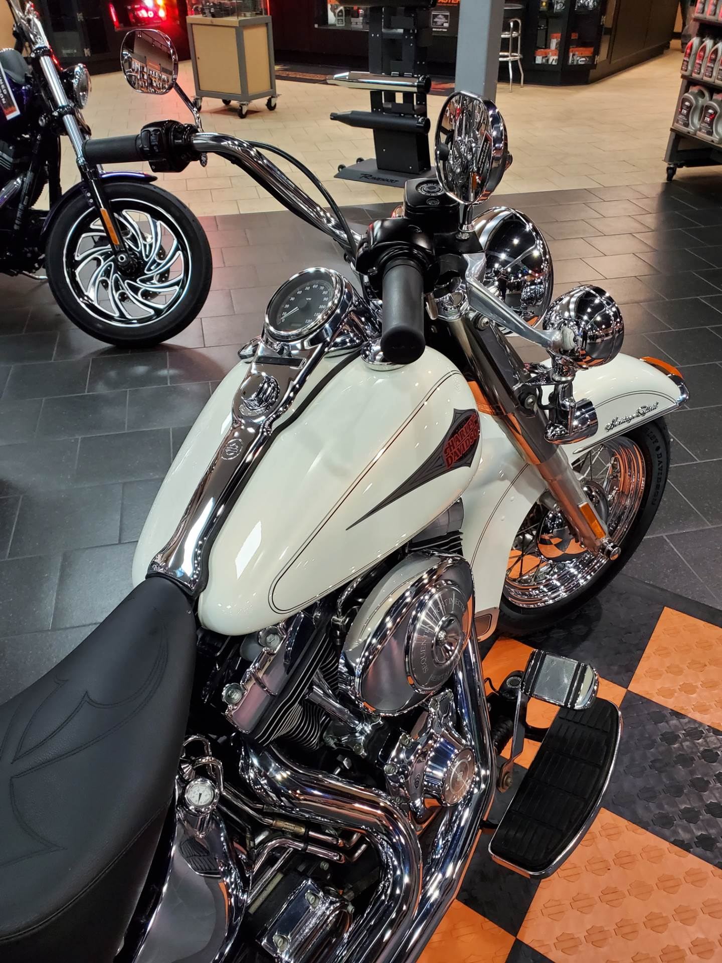 2001 Harley-Davidson FLSTC/FLSTCI Heritage Softail® Classic in The Woodlands, Texas - Photo 6