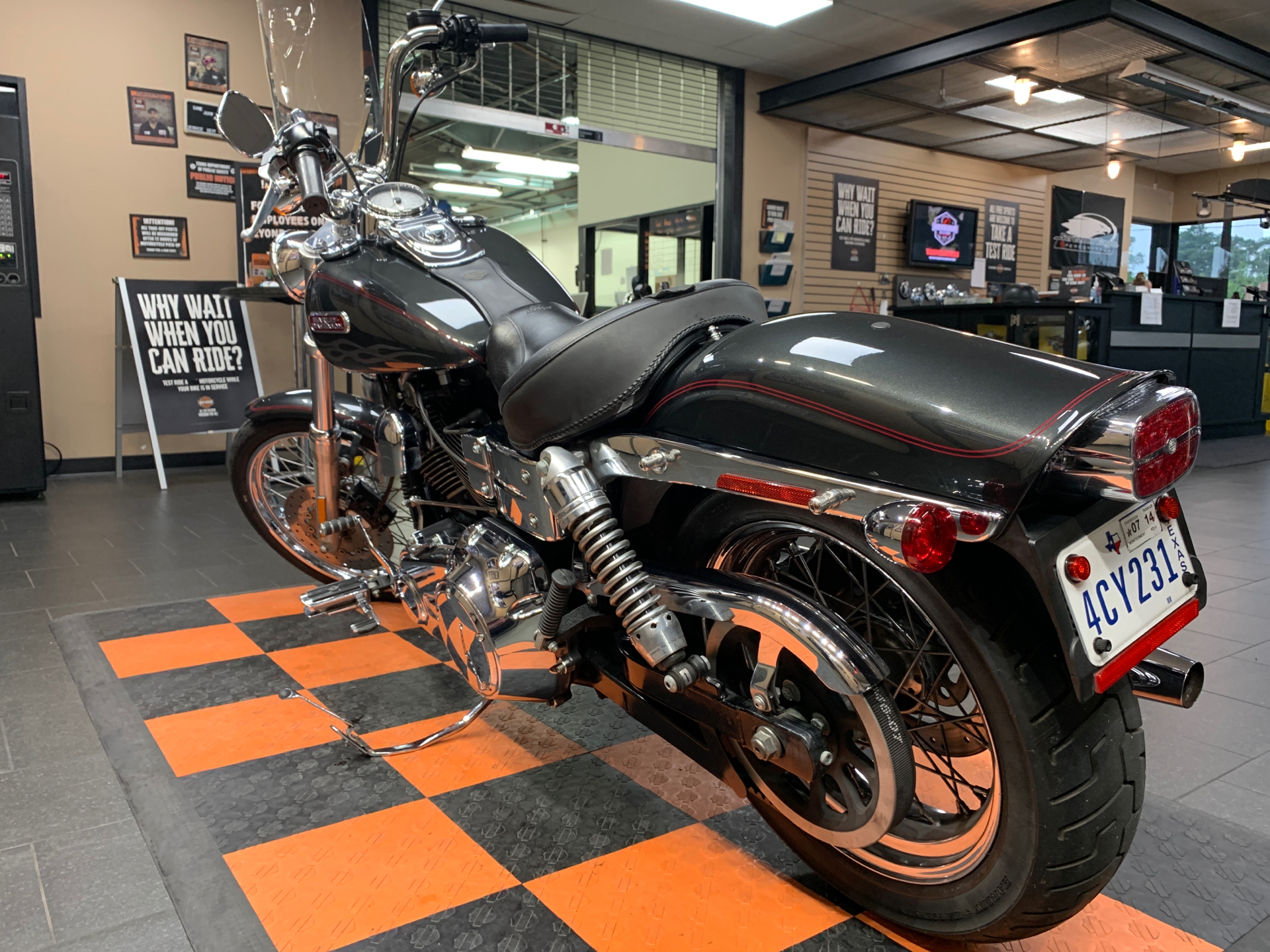 2007 Harley-Davidson Dyna® Wide Glide® in The Woodlands, Texas - Photo 4