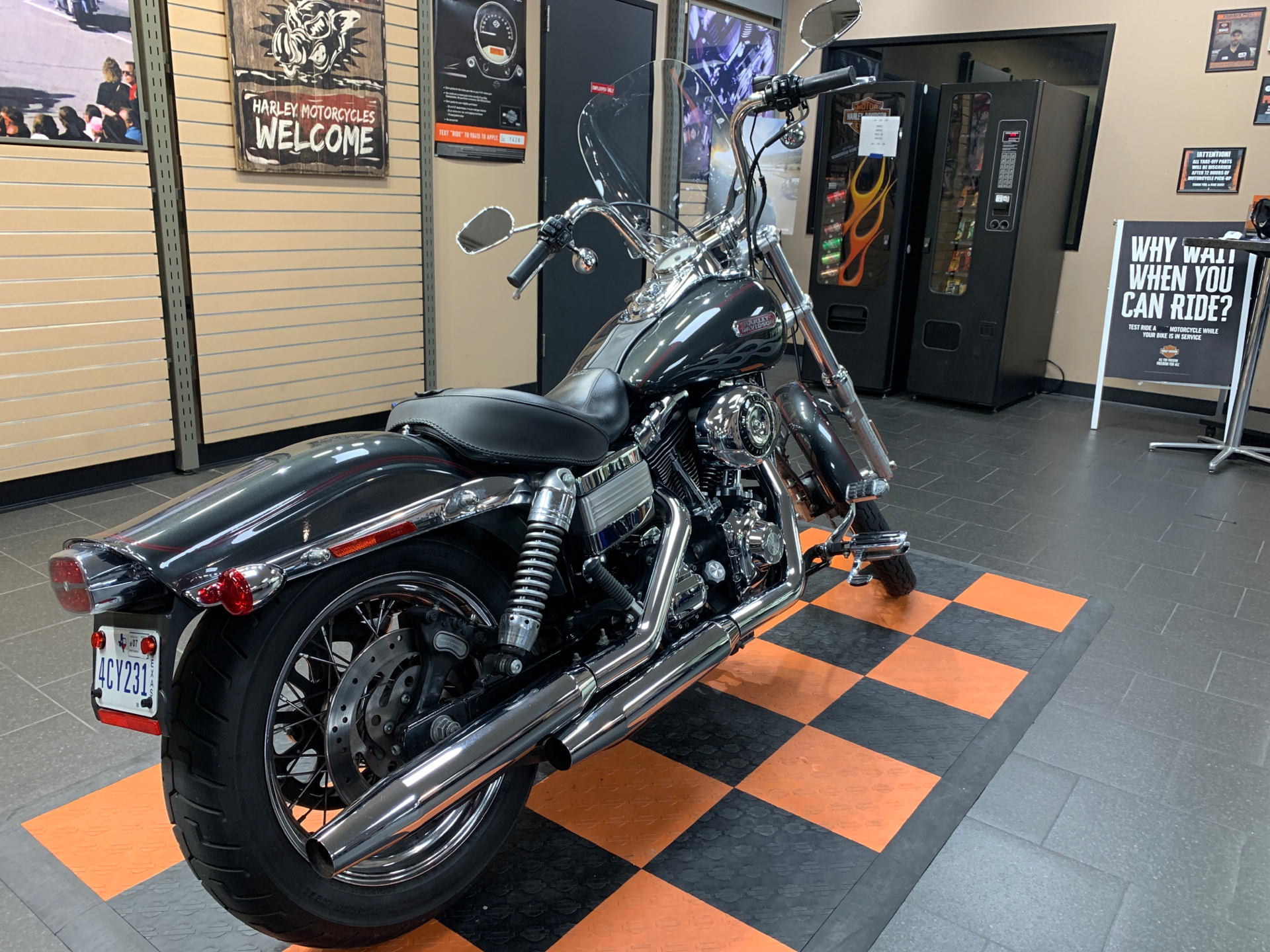 2007 Harley-Davidson Dyna® Wide Glide® in The Woodlands, Texas - Photo 6
