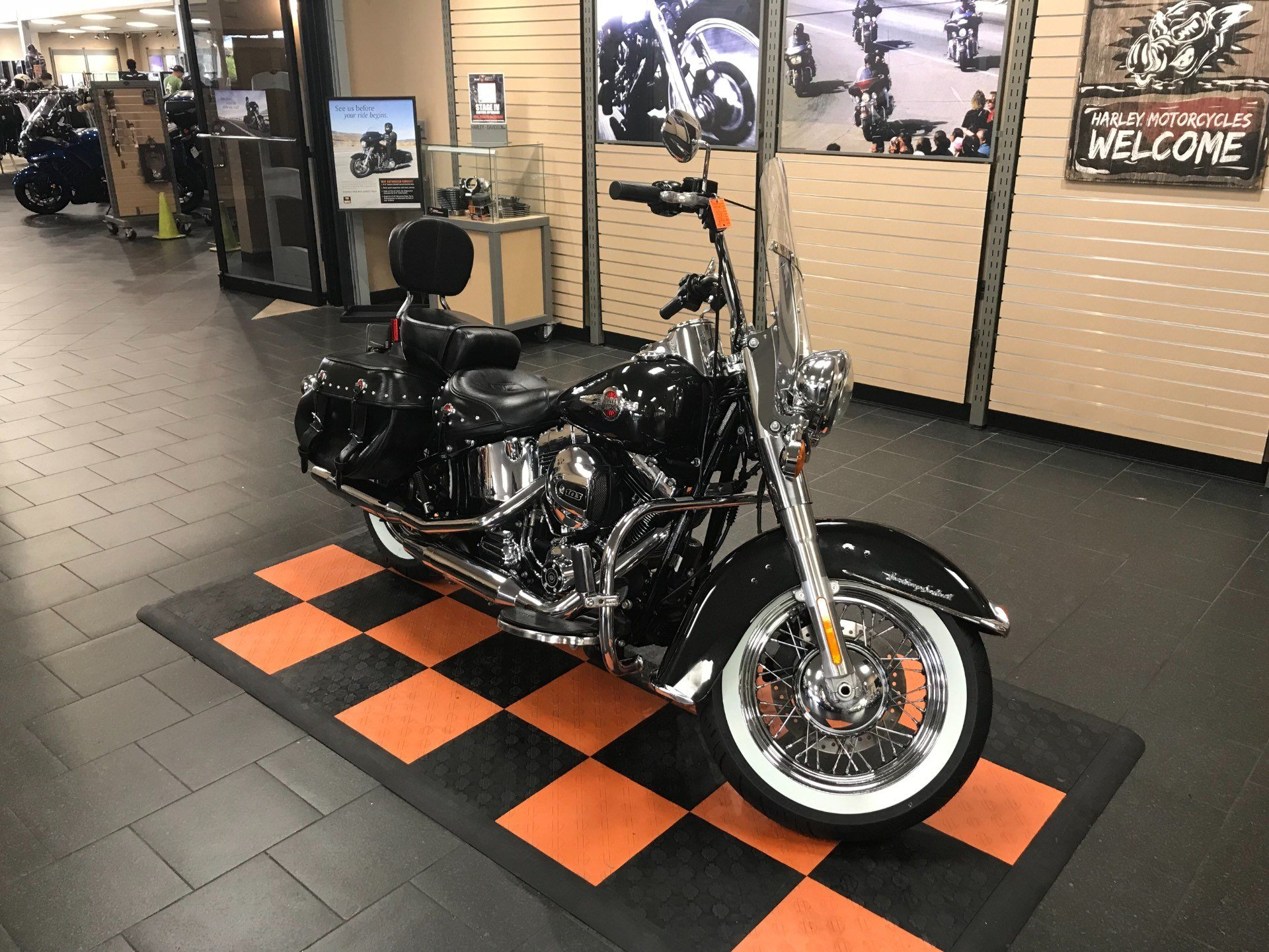 2017 Harley-Davidson Heritage Softail® Classic in The Woodlands, Texas - Photo 2
