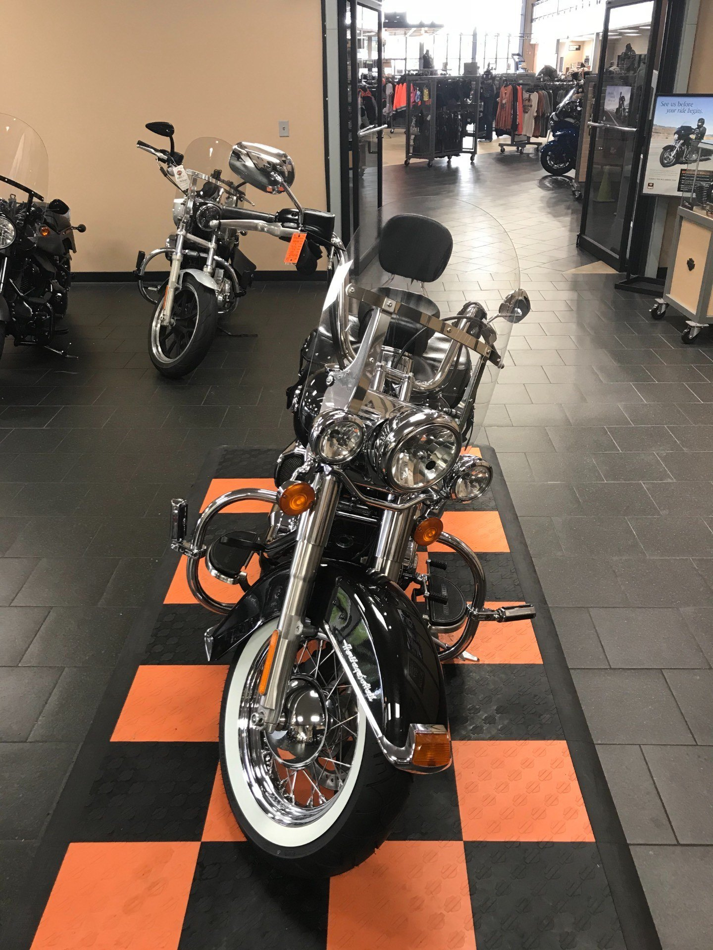 2017 Harley-Davidson Heritage Softail® Classic in The Woodlands, Texas - Photo 9