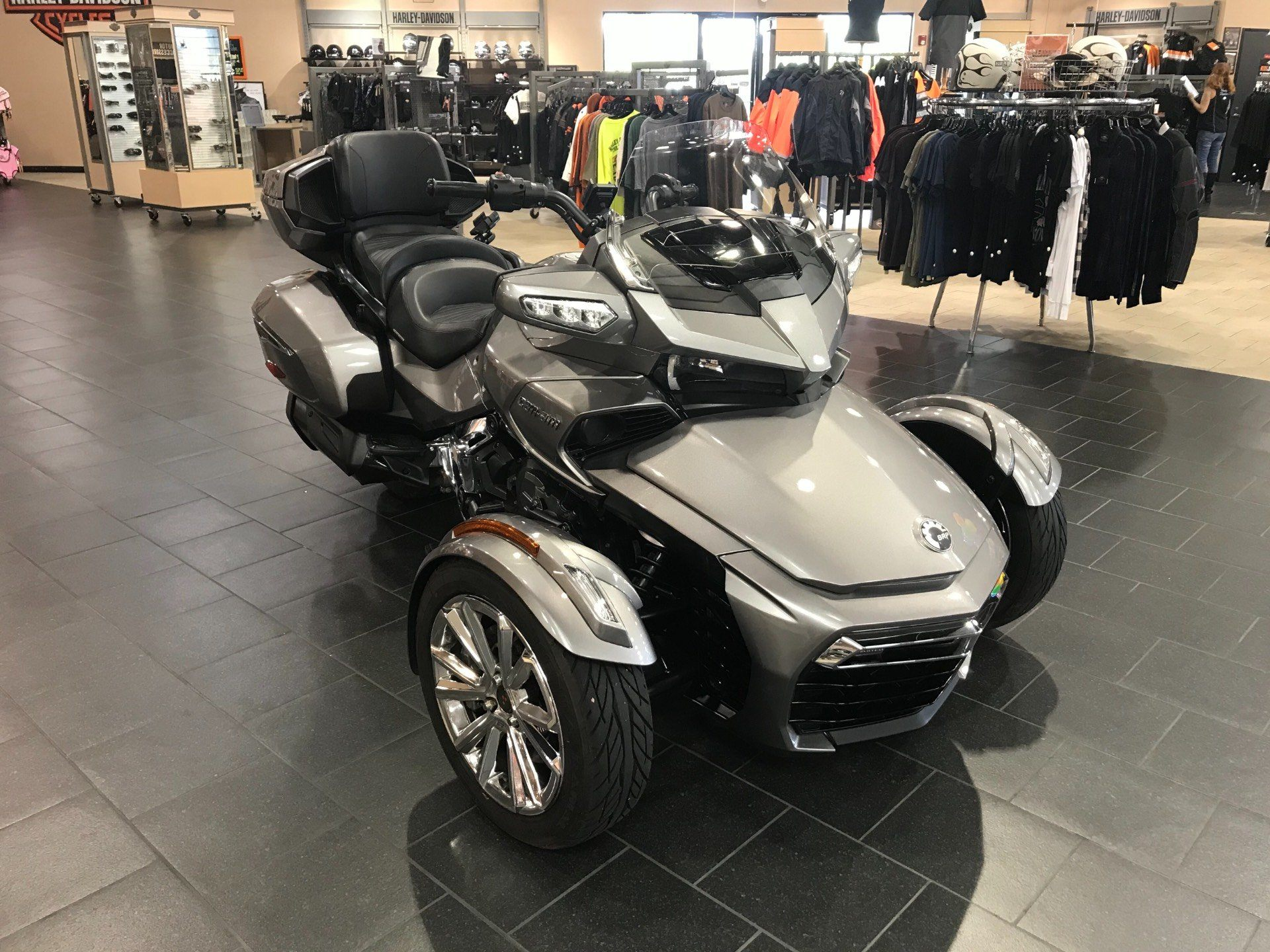 2017 Can-Am Spyder F3 Limited in The Woodlands, Texas - Photo 2