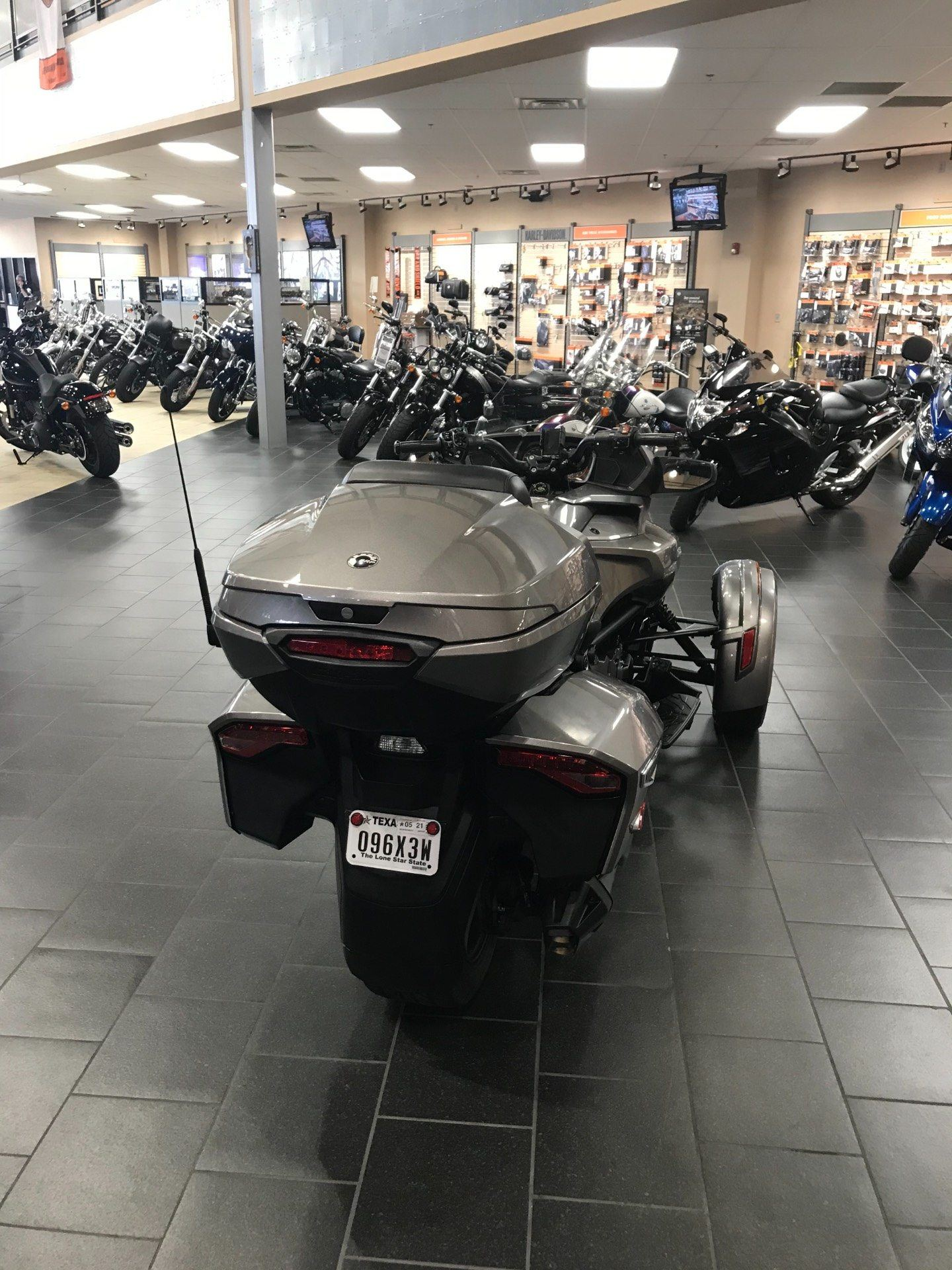 2017 Can-Am Spyder F3 Limited in The Woodlands, Texas - Photo 7