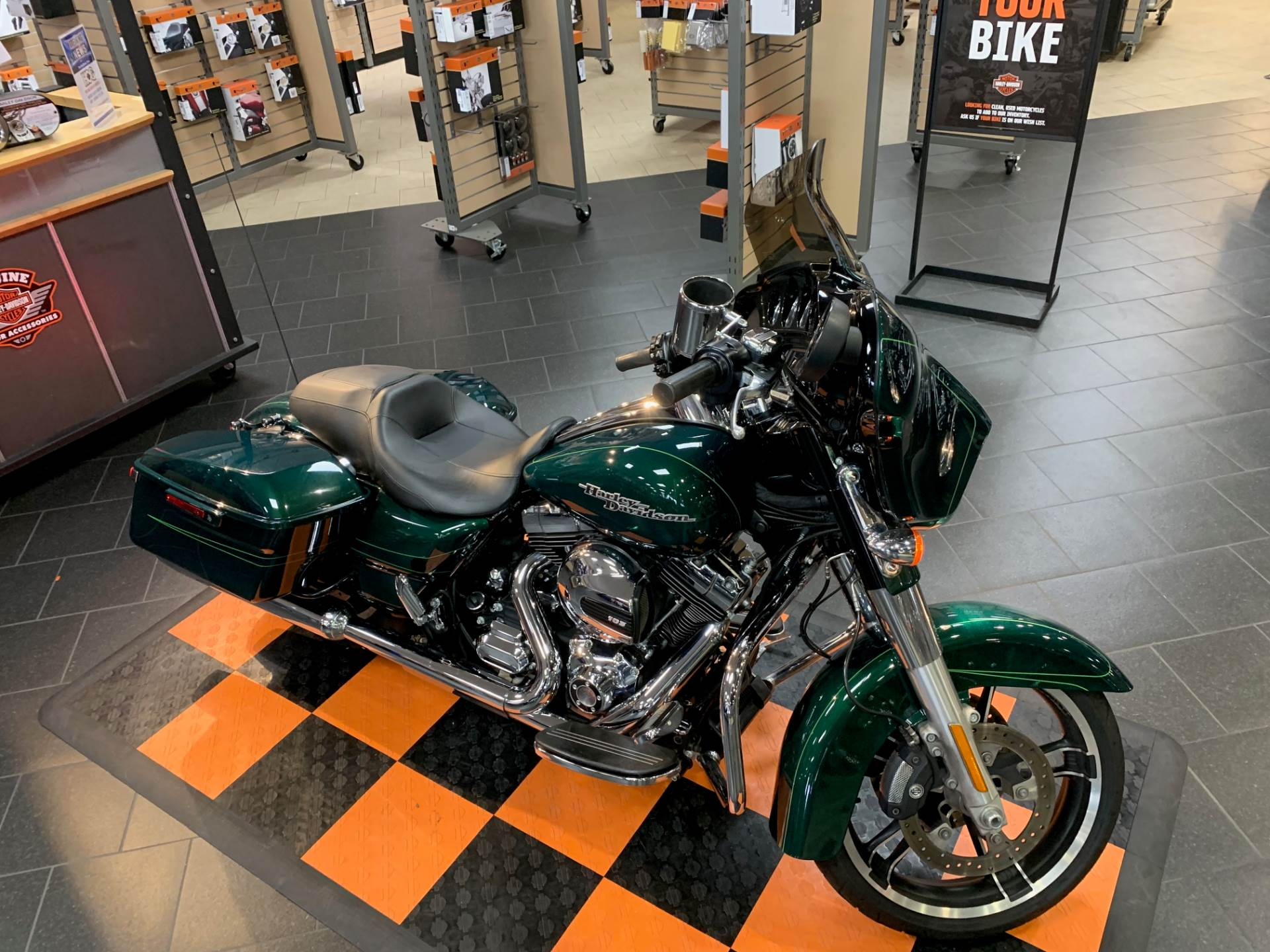2016 Harley-Davidson Street Glide® Special in The Woodlands, Texas - Photo 6