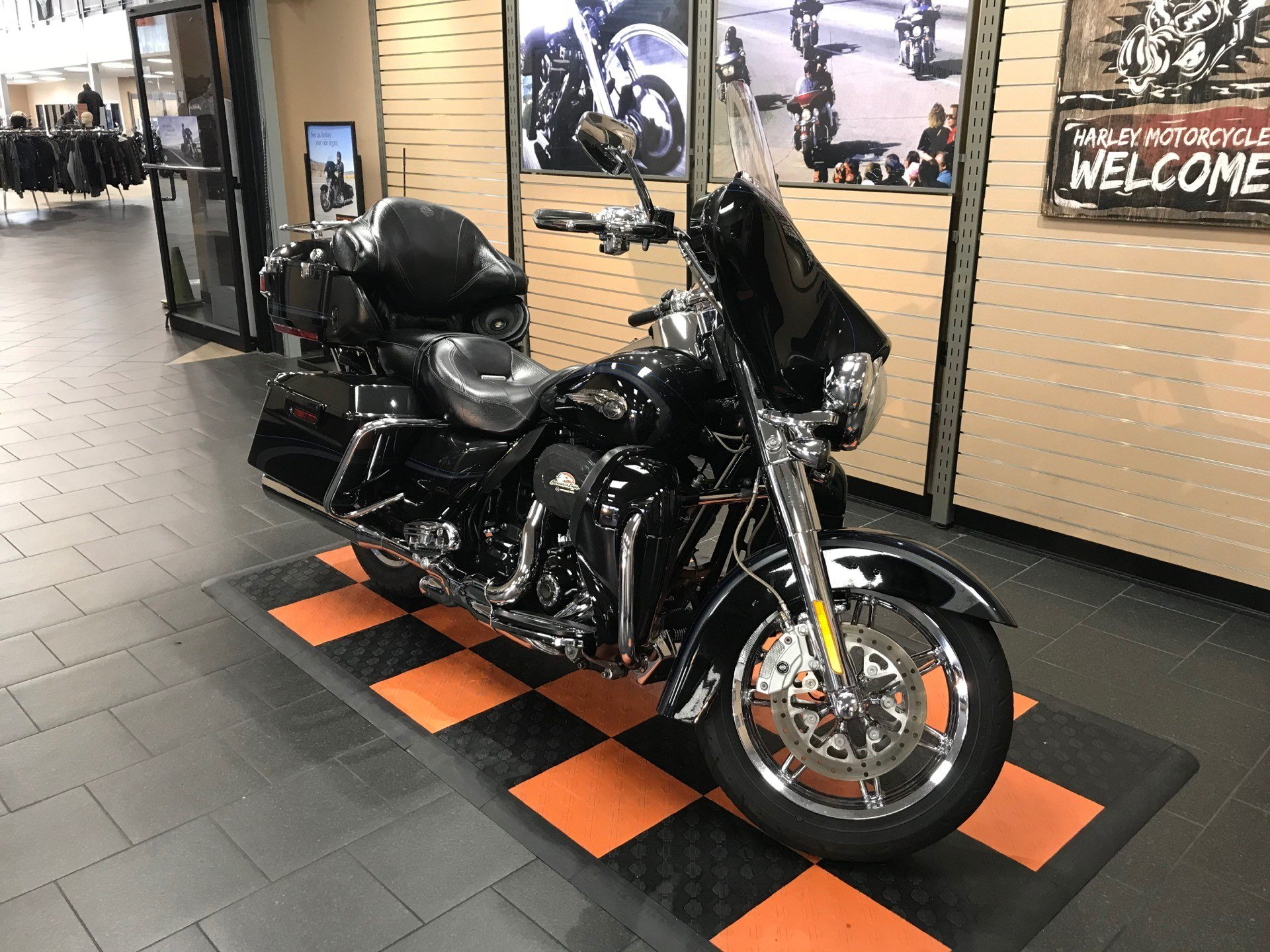 2013 Harley-Davidson CVO™ Ultra Classic® Electra Glide® 110th Anniversary Edition in The Woodlands, Texas - Photo 2