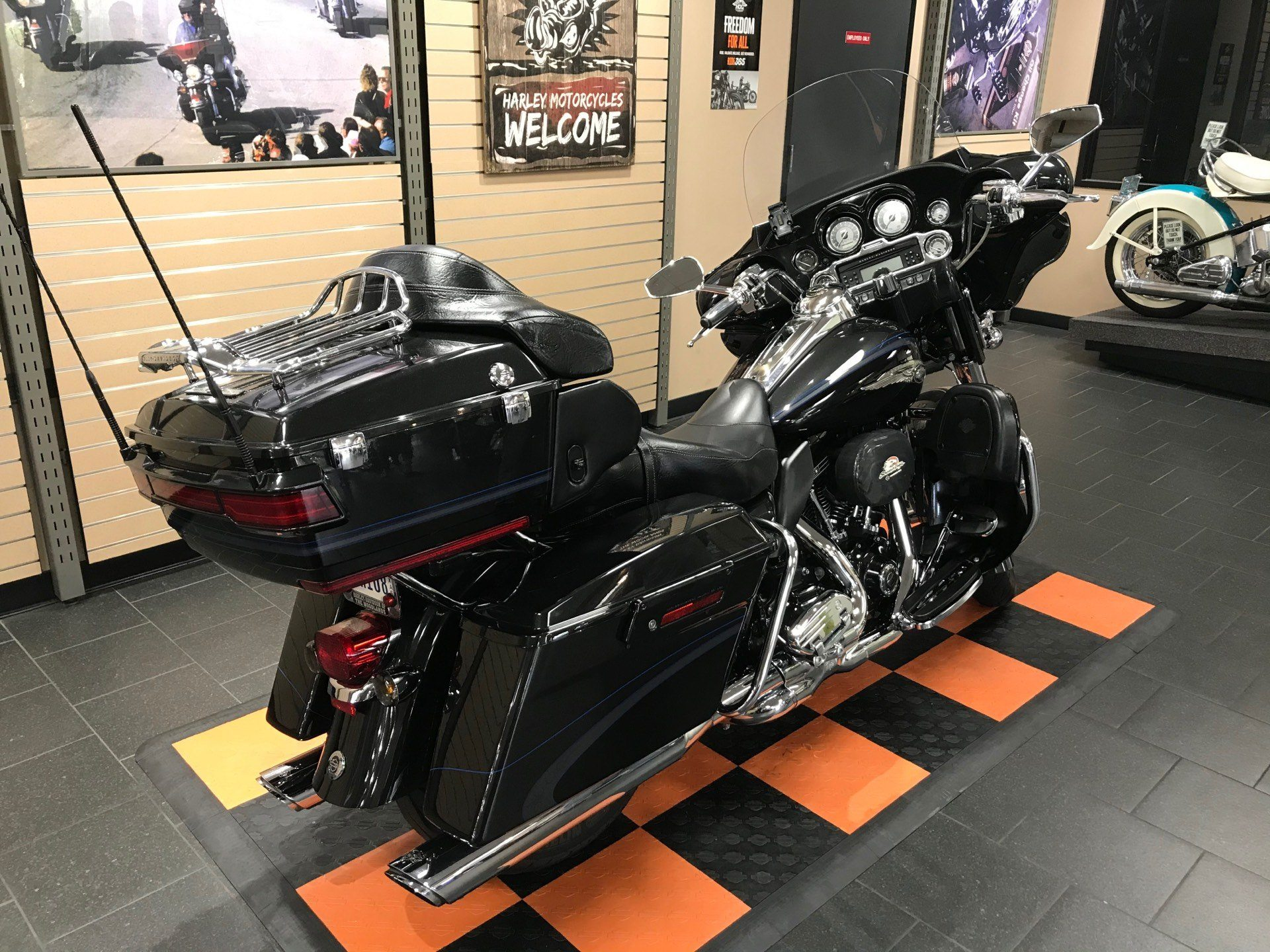 2013 Harley-Davidson CVO™ Ultra Classic® Electra Glide® 110th Anniversary Edition in The Woodlands, Texas - Photo 9
