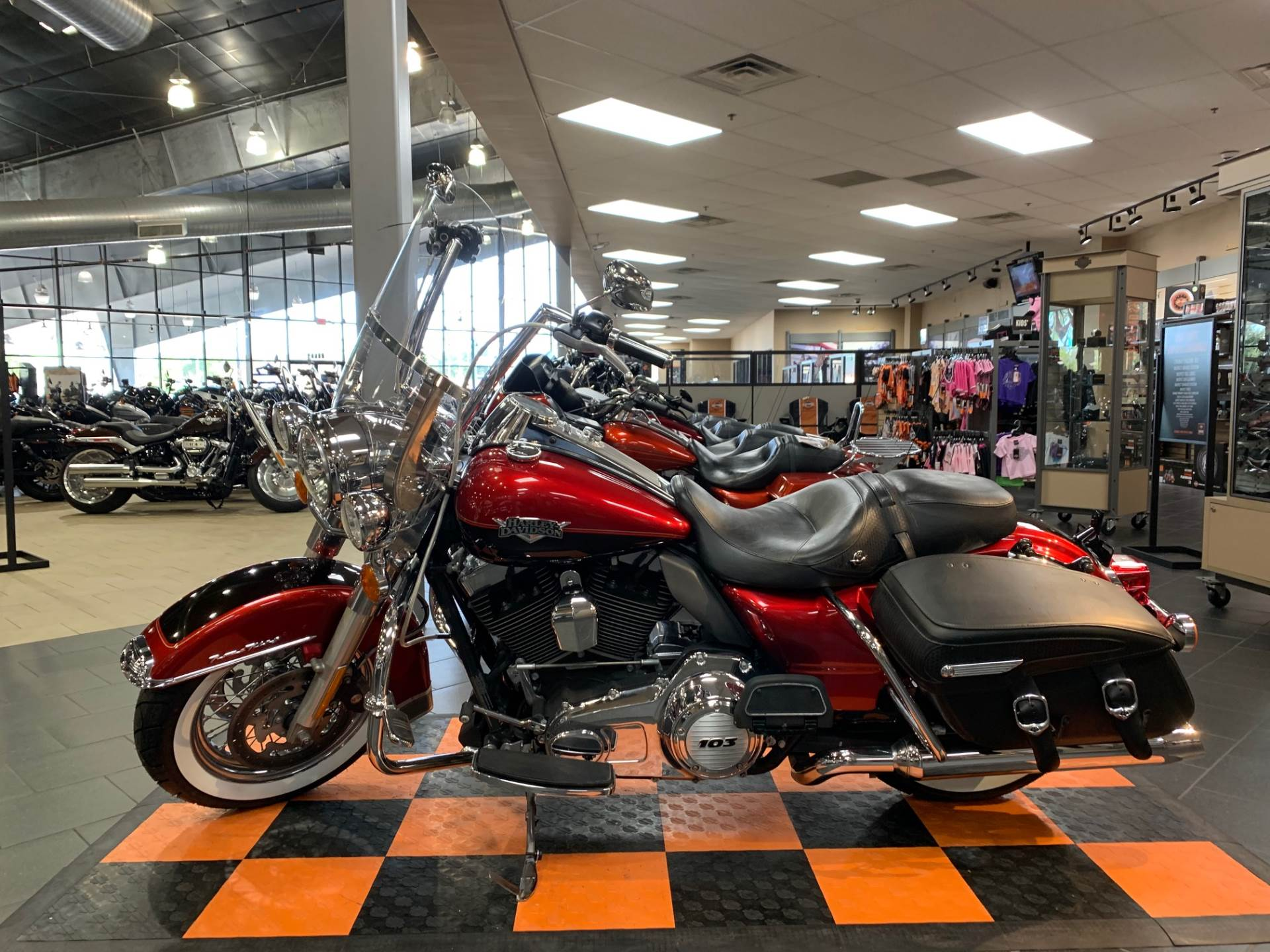 2013 Harley-Davidson Road King® Classic in The Woodlands, Texas - Photo 3