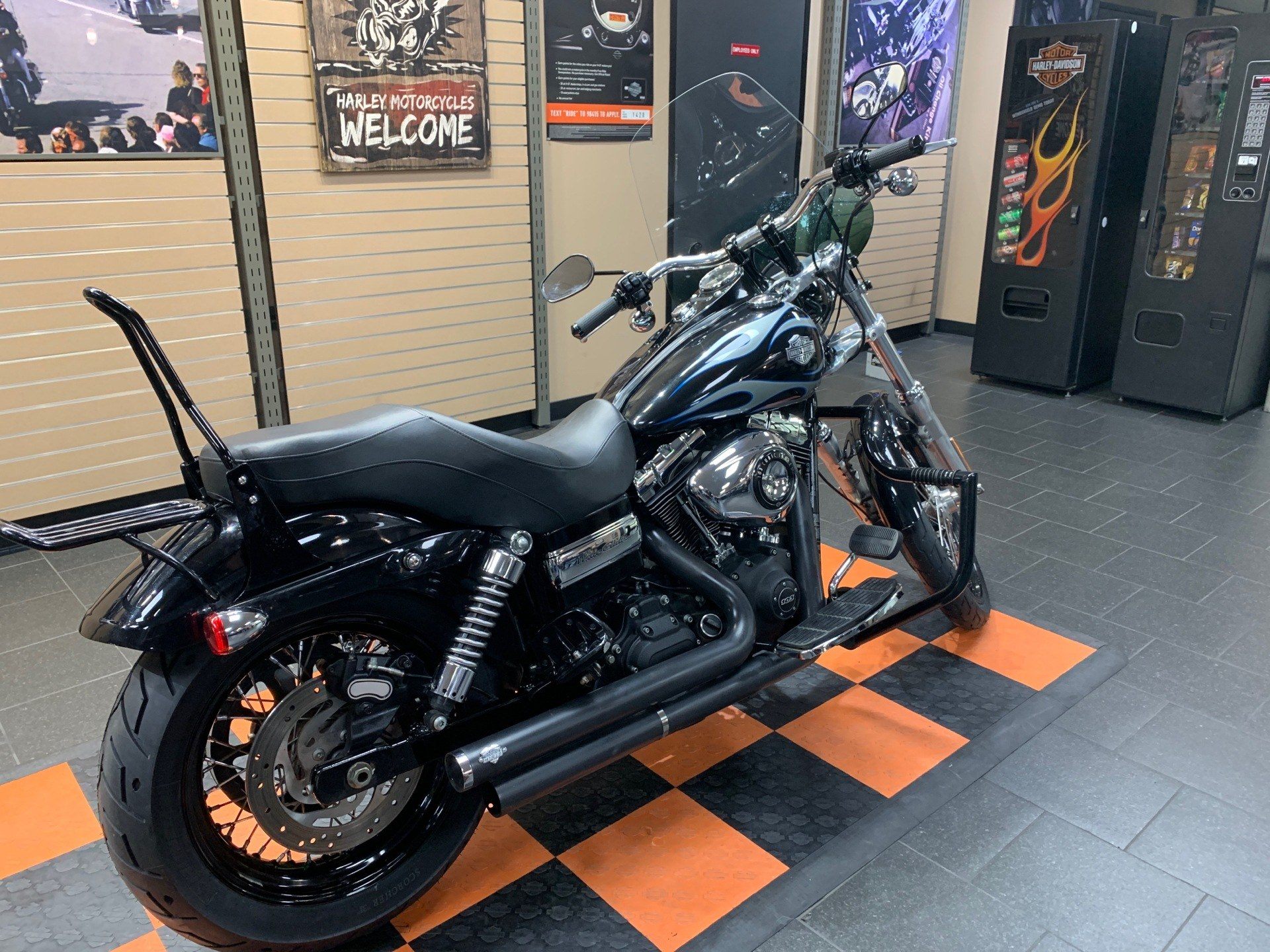 2013 Harley-Davidson Dyna® Wide Glide® in The Woodlands, Texas - Photo 6