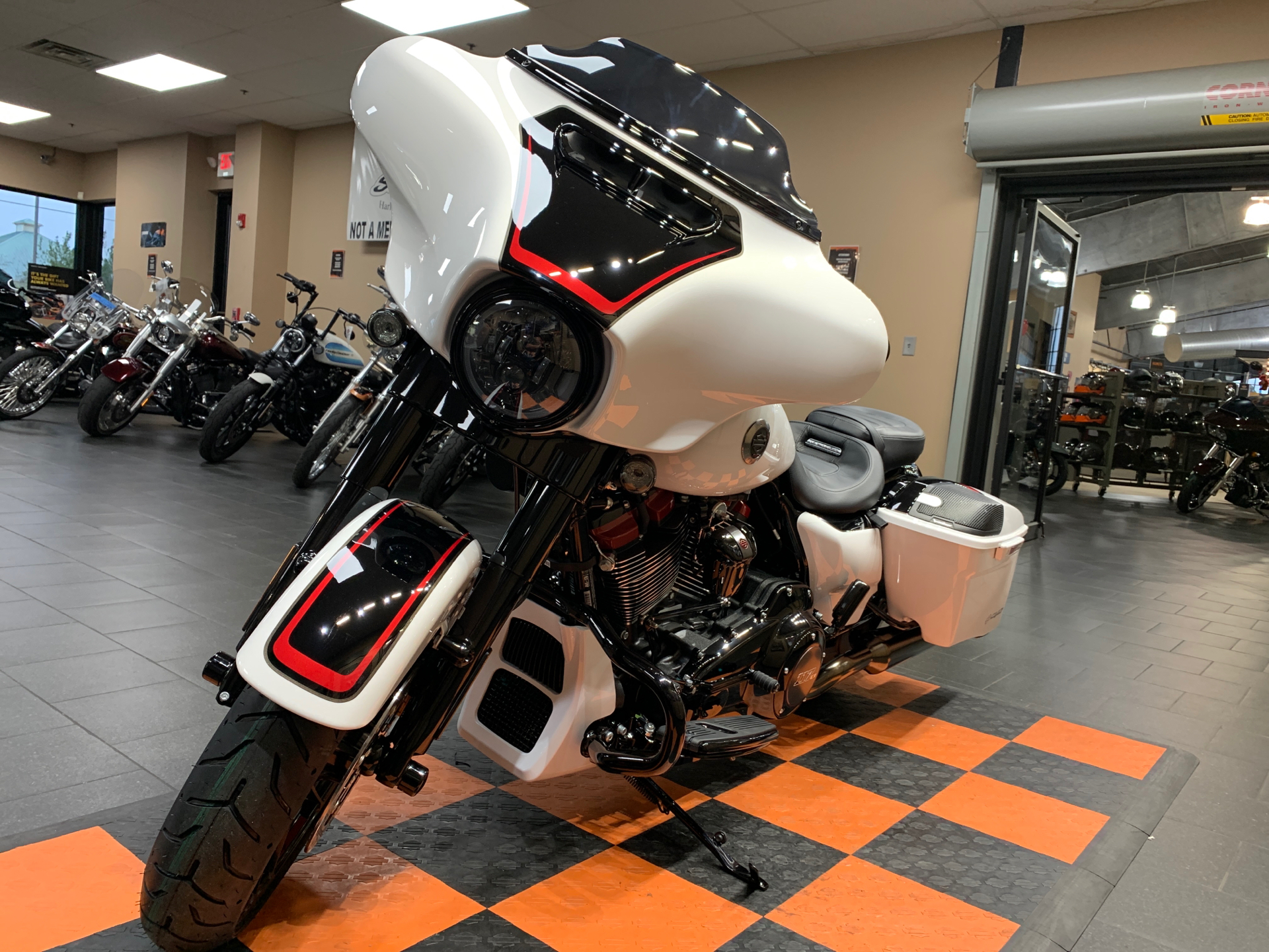 2021 Harley-Davidson CVO™ Street Glide® in The Woodlands, Texas - Photo 3
