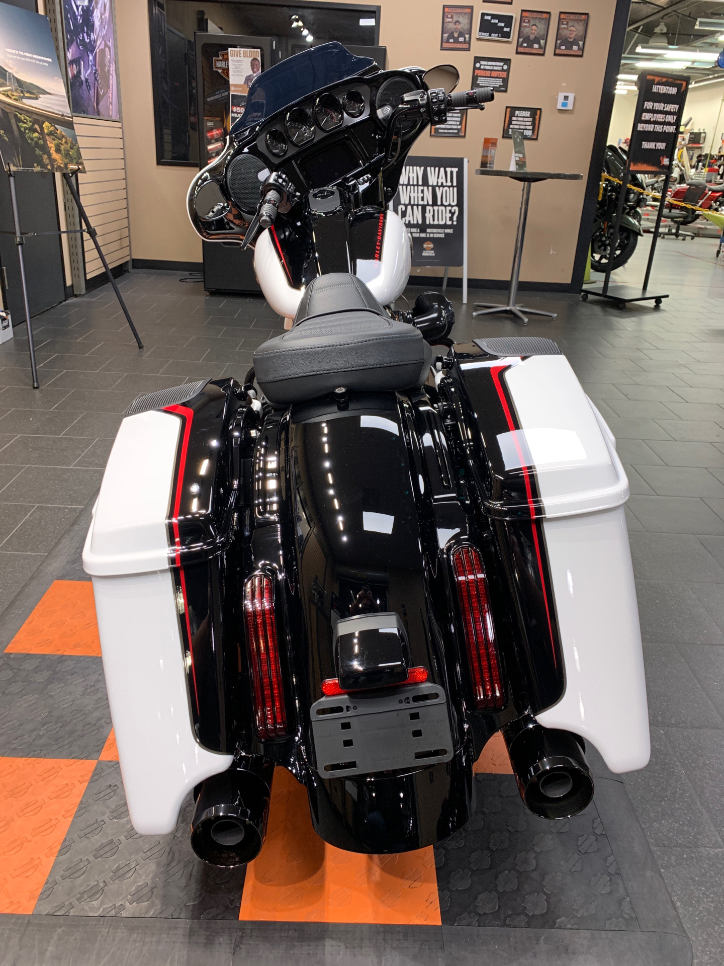 2021 Harley-Davidson CVO™ Street Glide® in The Woodlands, Texas - Photo 5