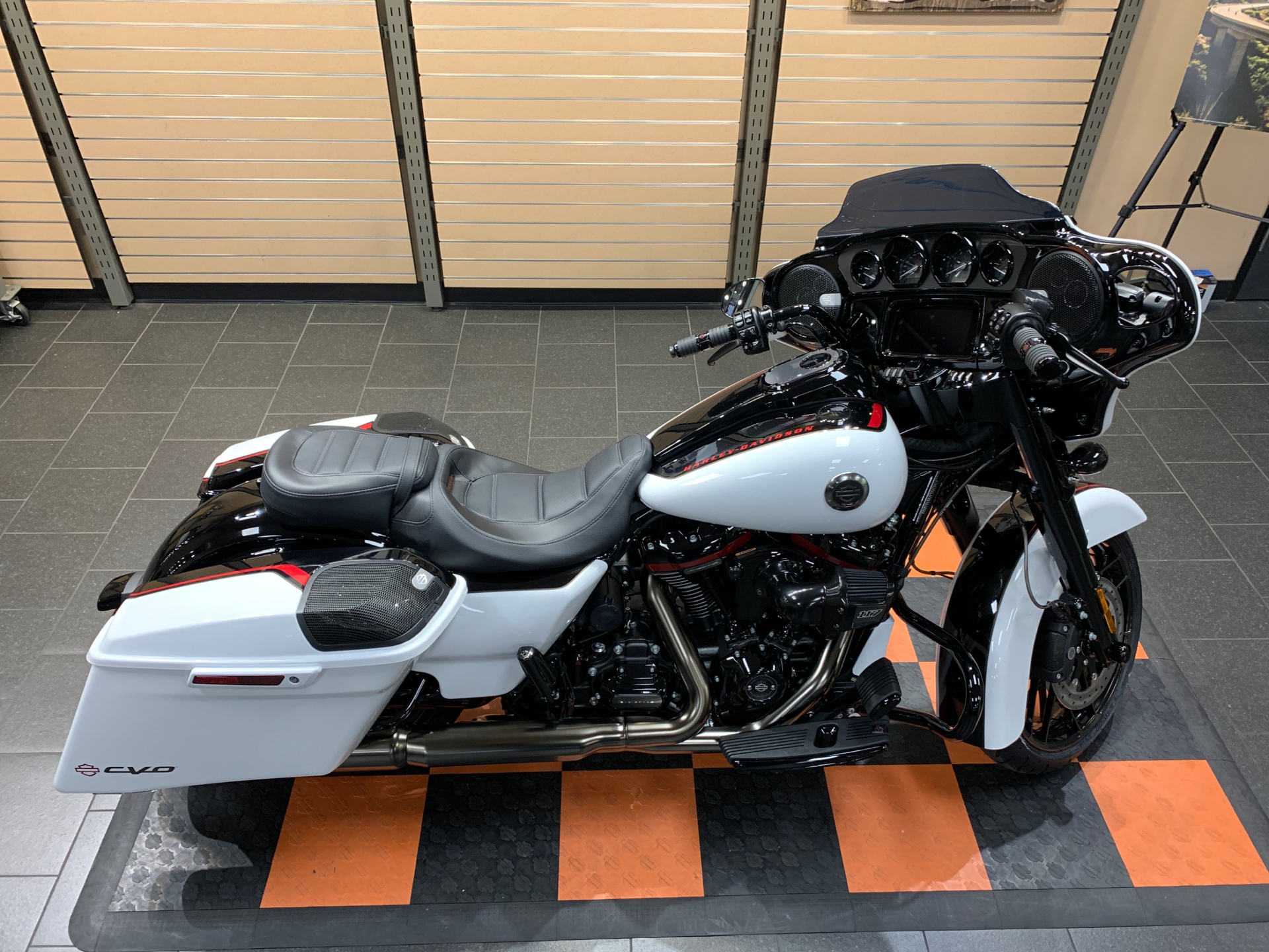 2021 Harley-Davidson CVO™ Street Glide® in The Woodlands, Texas - Photo 8