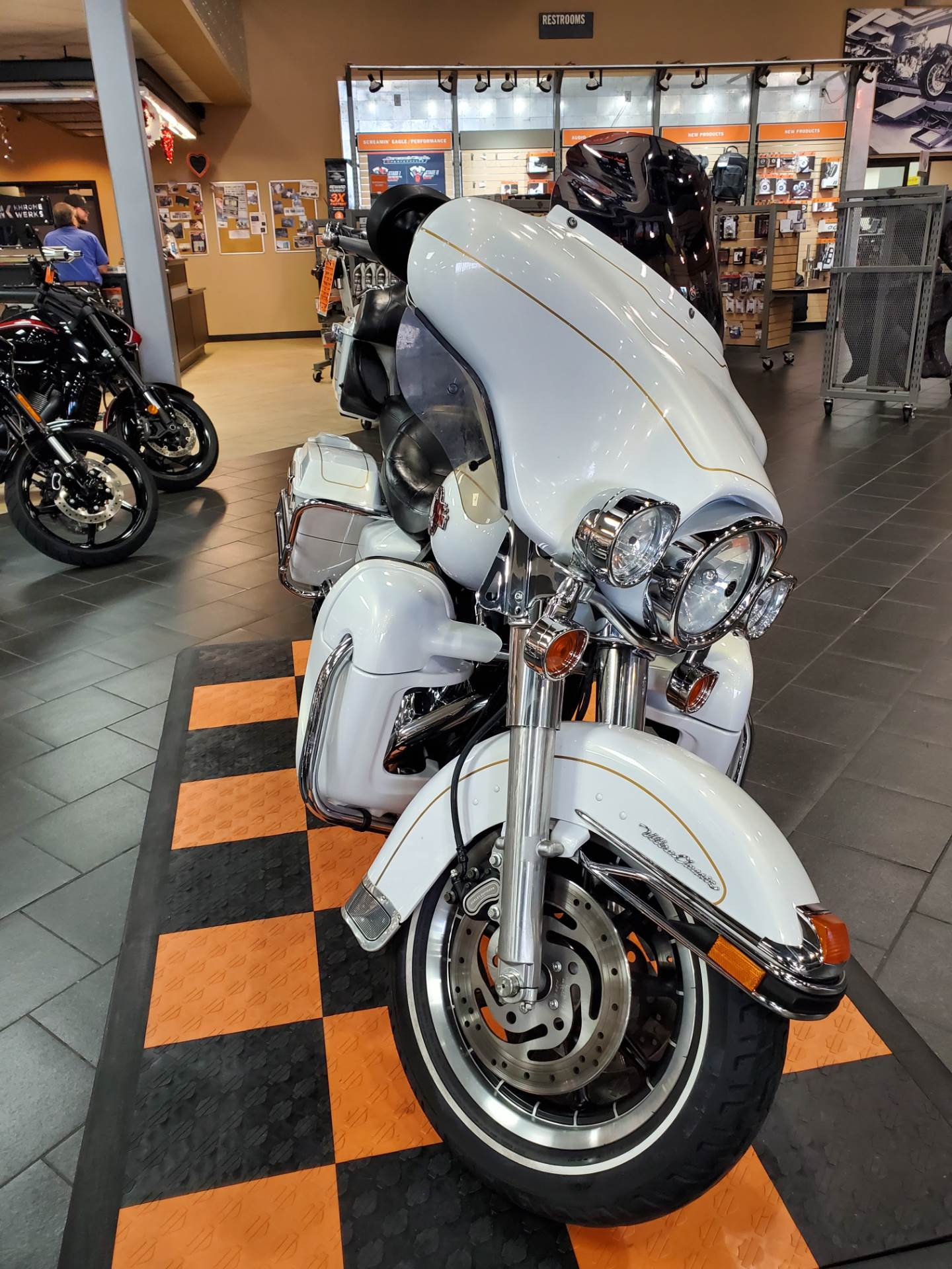 2007 Harley-Davidson Ultra Classic® Electra Glide® in The Woodlands, Texas - Photo 2