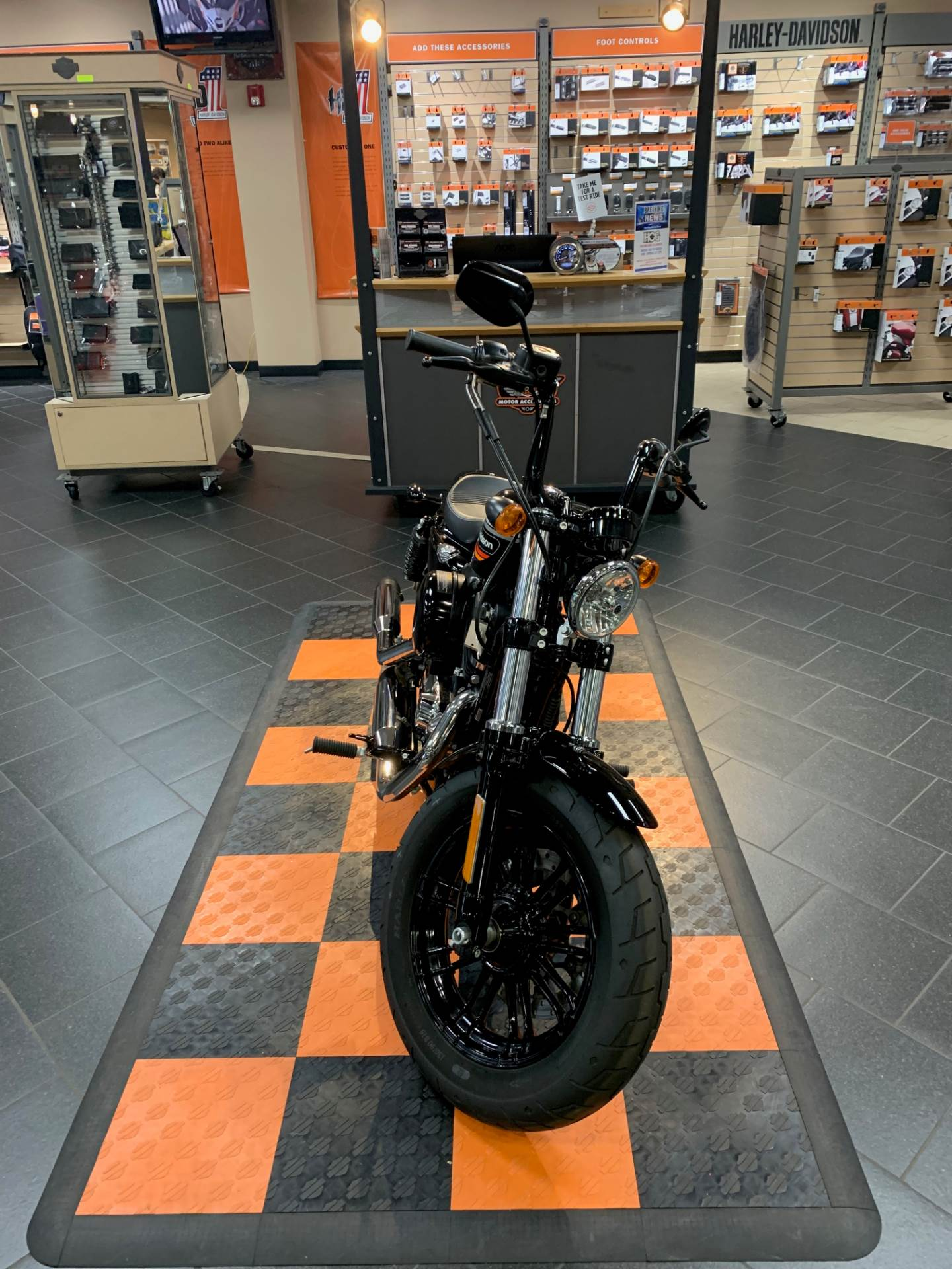 2018 Harley-Davidson Forty-Eight® Special in The Woodlands, Texas - Photo 2