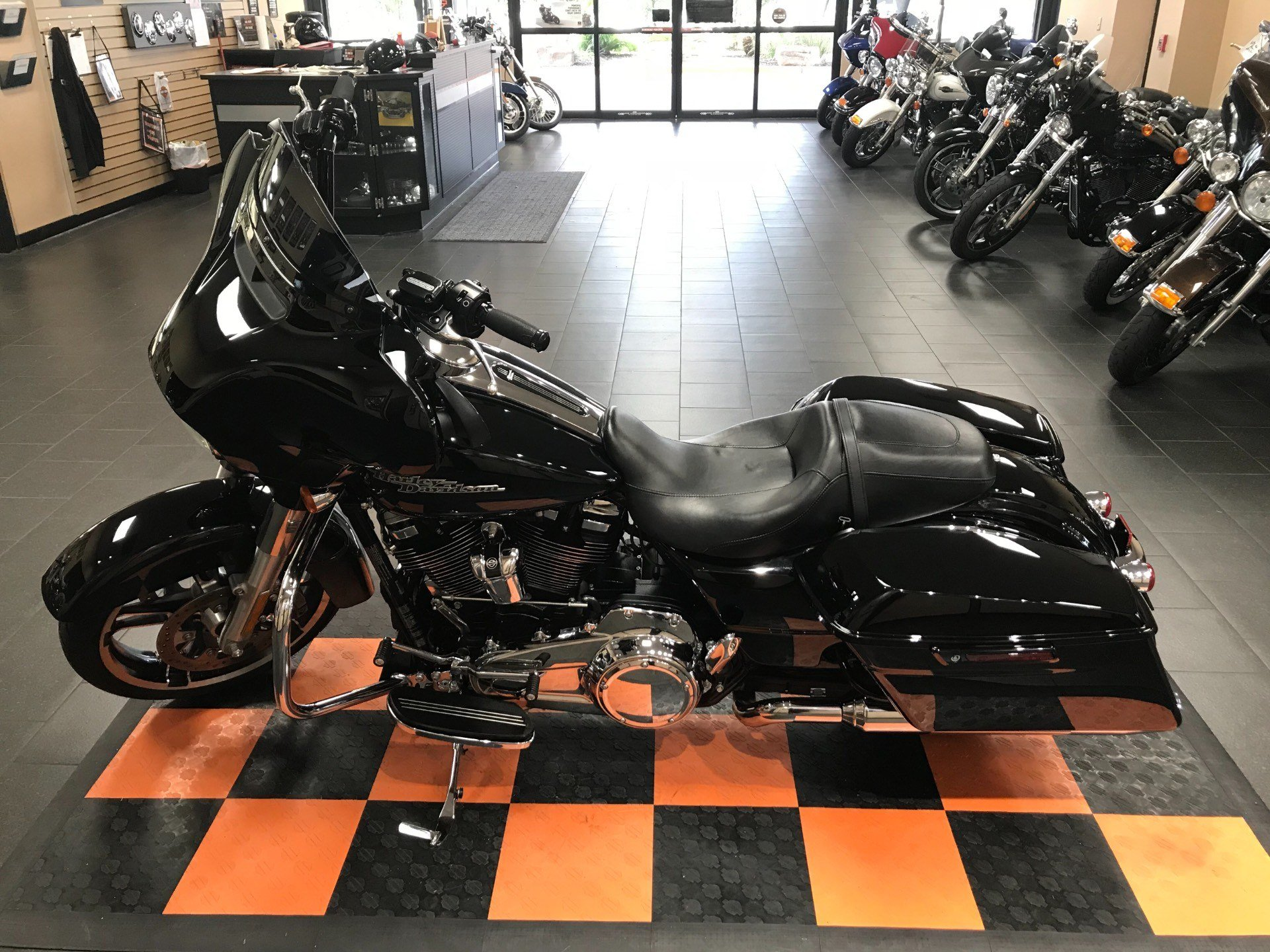 2017 Harley-Davidson Street Glide® Special in The Woodlands, Texas - Photo 5