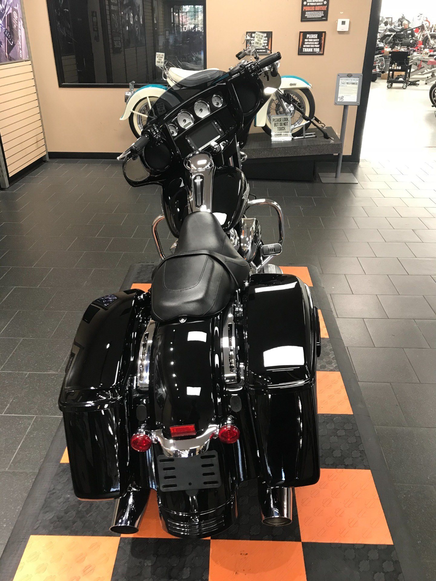 2017 Harley-Davidson Street Glide® Special in The Woodlands, Texas - Photo 7