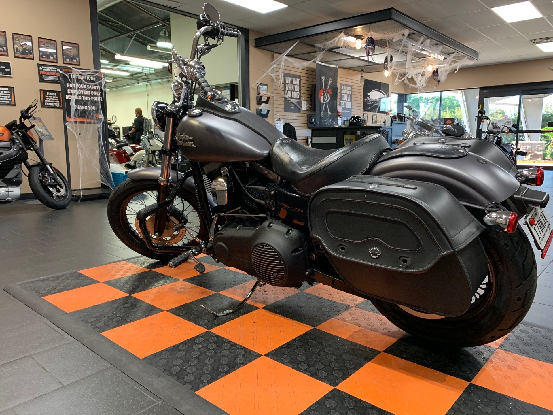 2016 Harley-Davidson Street Bob® in The Woodlands, Texas - Photo 4