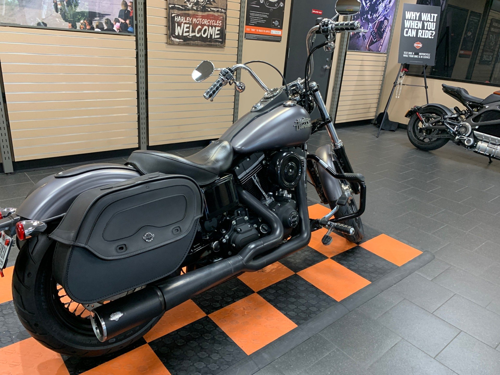 2016 Harley-Davidson Street Bob® in The Woodlands, Texas - Photo 6