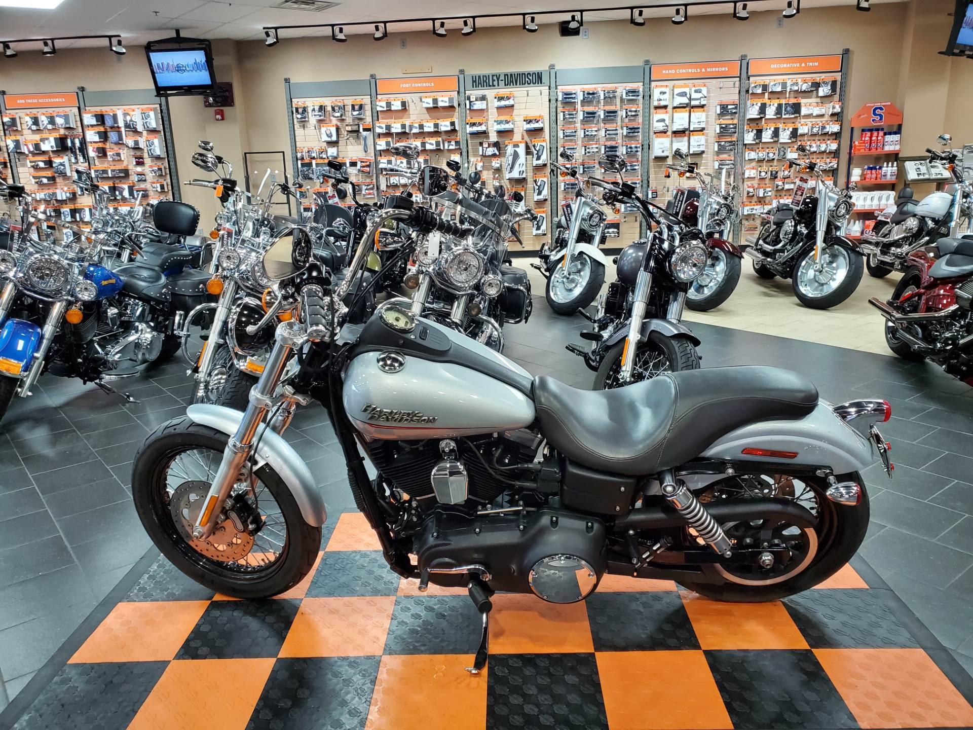2011 Harley-Davidson Dyna® Street Bob® in The Woodlands, Texas - Photo 3