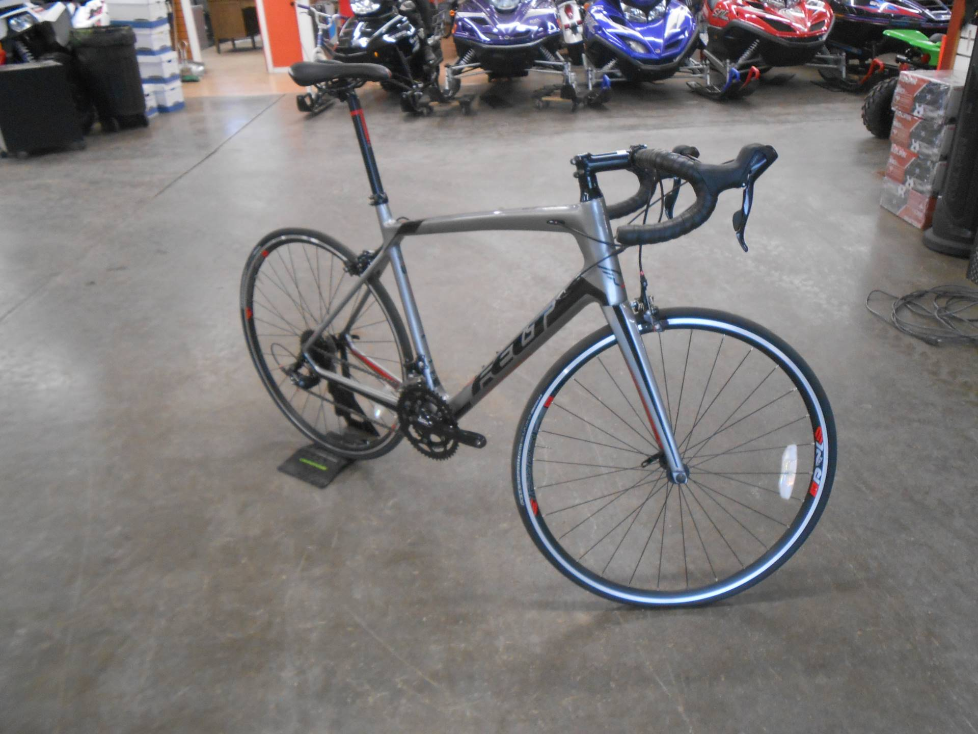 2015 Felt Bicycles Z7 Carbon Endurance road bike in Howell, Michigan - Photo 4