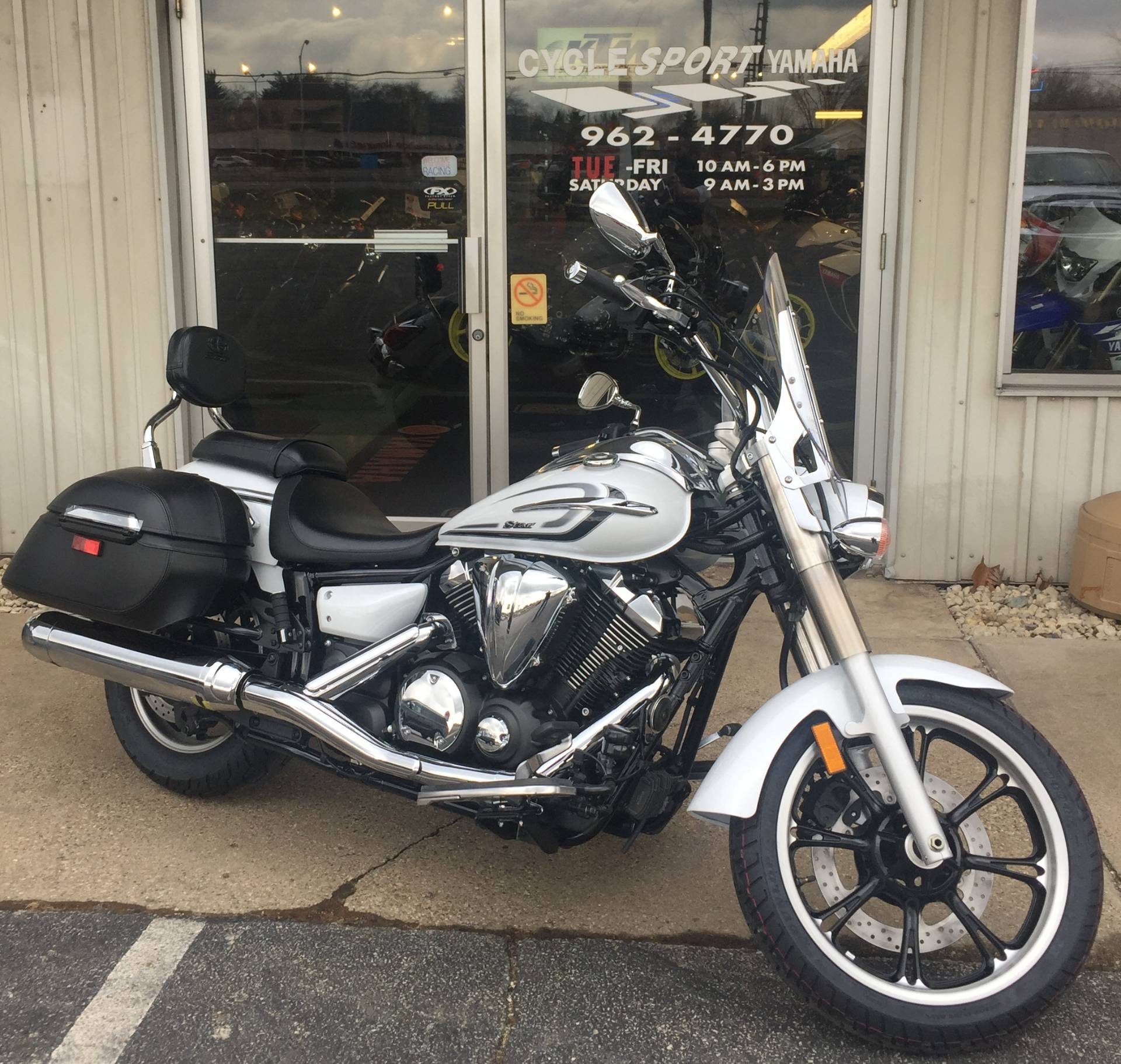 2015 Yamaha V Star 950 Tourer in Hobart, Indiana