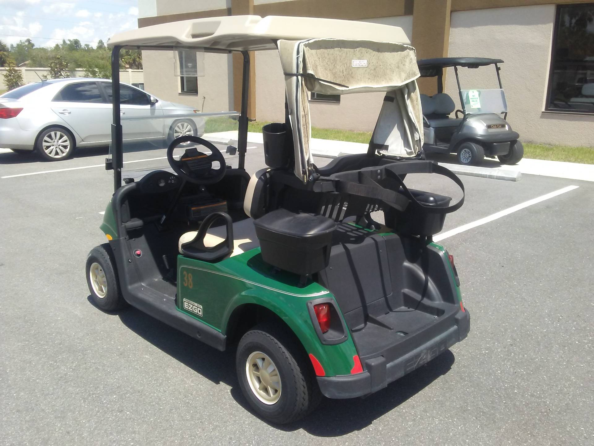2017 E-Z-GO Golf RXV Electric in Lakeland, Florida - Photo 2