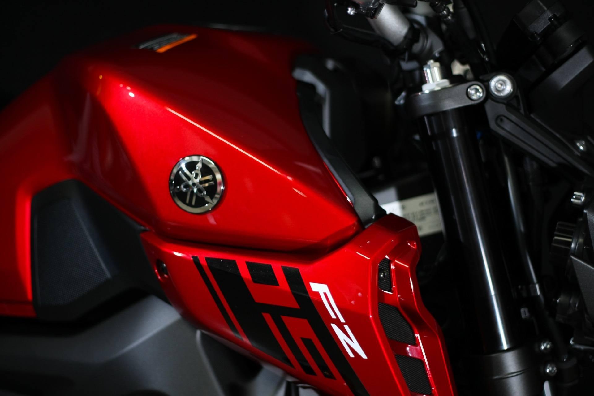2017 Yamaha FZ-09 6