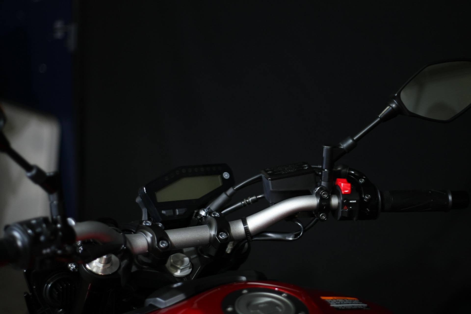2017 Yamaha FZ-09 5