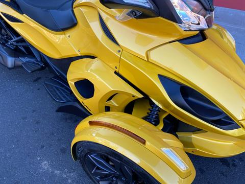 2013 Can-Am Spyder® ST-S SE5 in Portland, Oregon - Photo 2