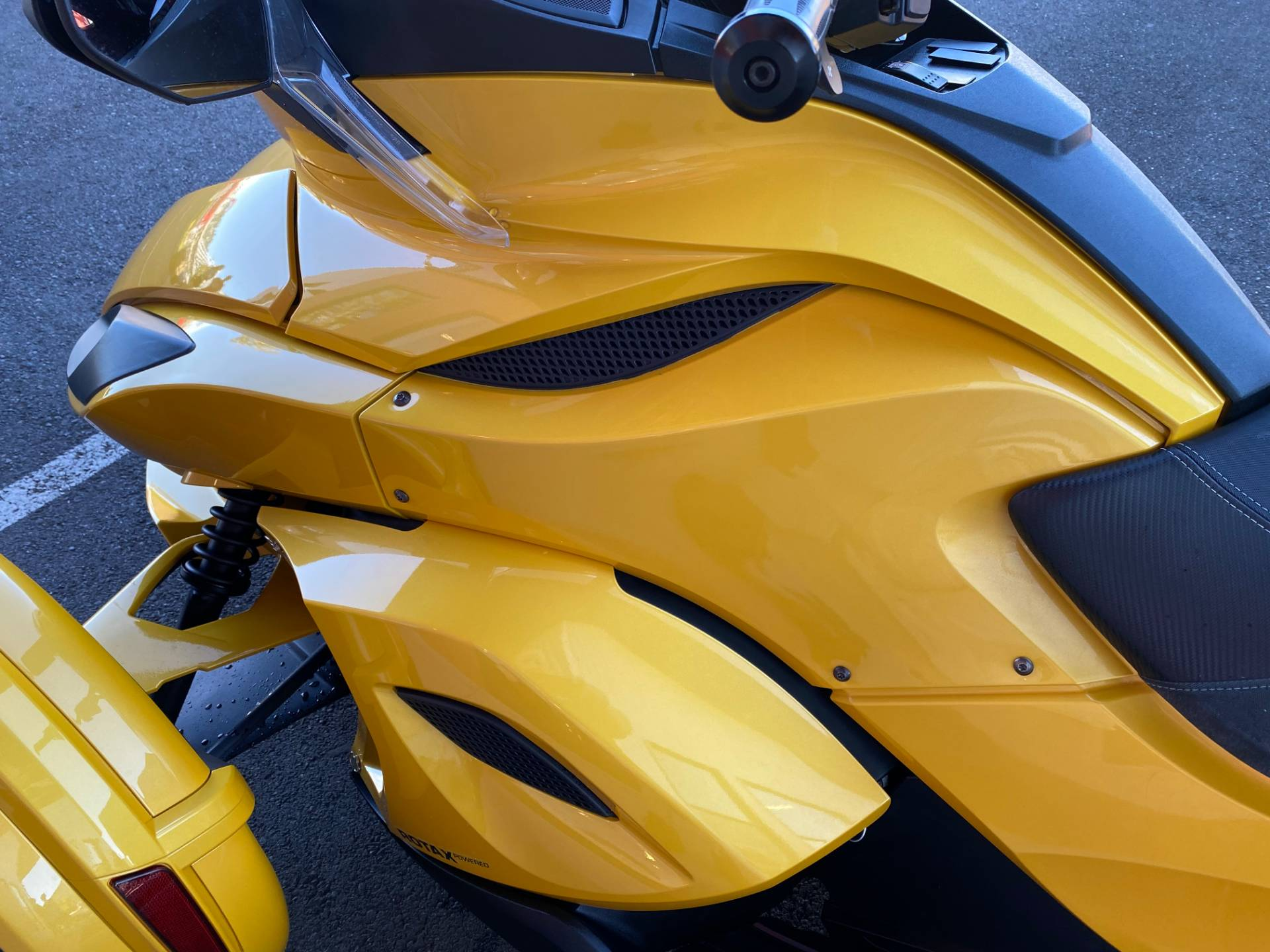 2013 Can-Am Spyder® ST-S SE5 in Portland, Oregon - Photo 9