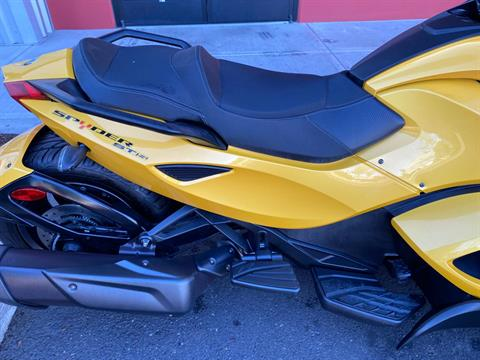 2013 Can-Am Spyder® ST-S SE5 in Portland, Oregon - Photo 14