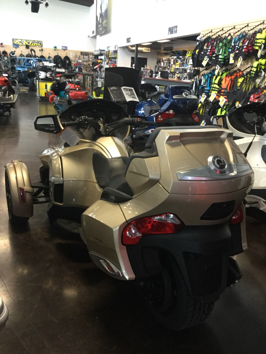2017 Can-Am Spyder RT-S in Portland, Oregon - Photo 2