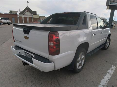 2007 Chevrolet AVALANCHE in Sterling, Colorado - Photo 2