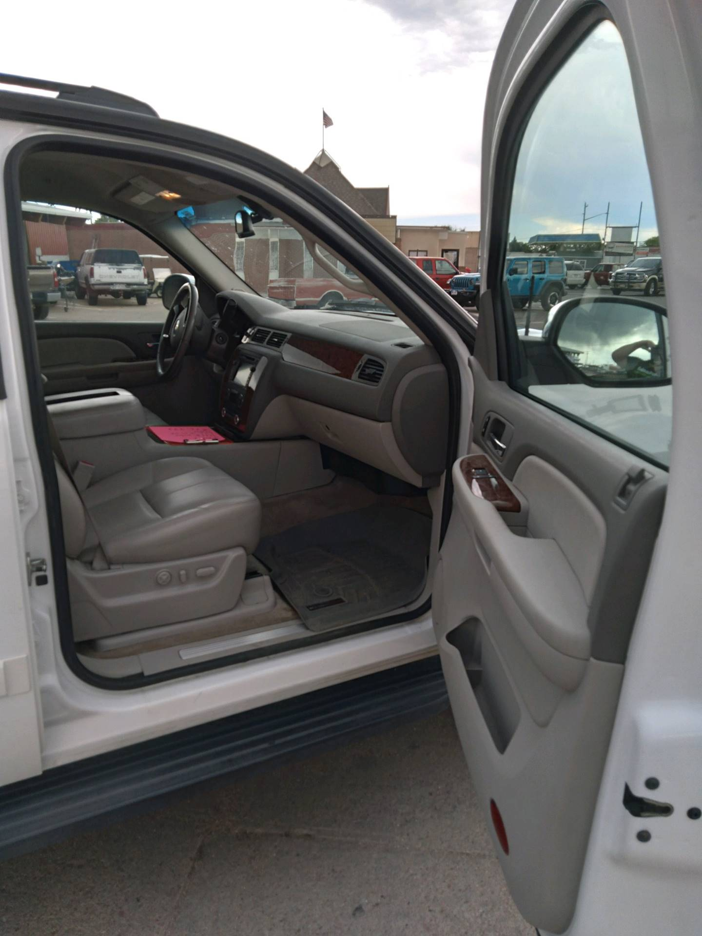 2007 Chevrolet AVALANCHE in Sterling, Colorado - Photo 4