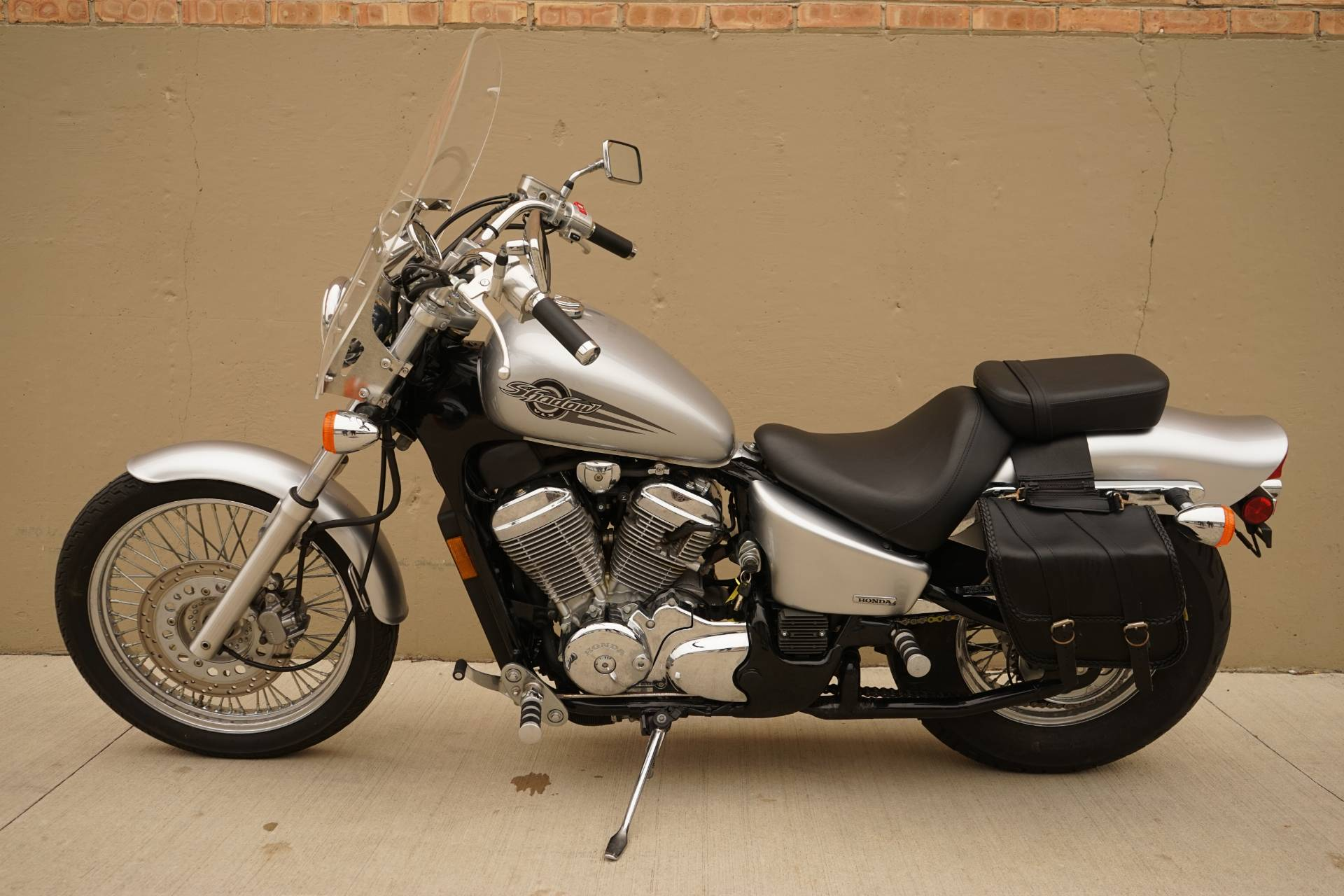 2006 Honda Shadow® VLX Deluxe in Roselle, Illinois - Photo 5